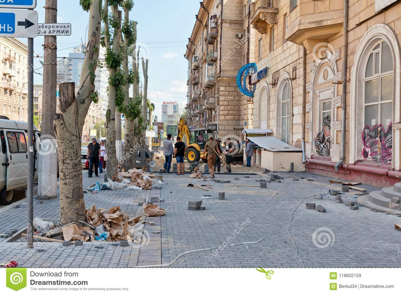 Reconstruction of Volgograd roads and clearing of roadside illegal buildings 68