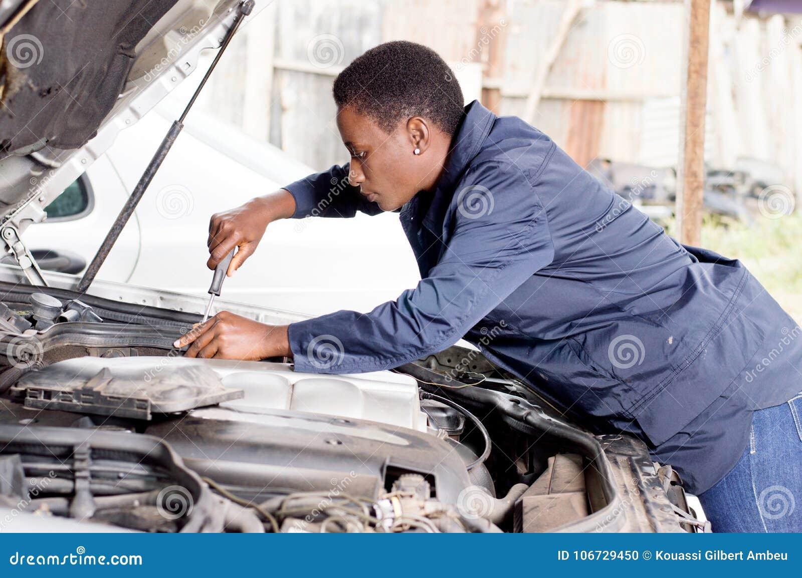 Repaire del mecánico un coche