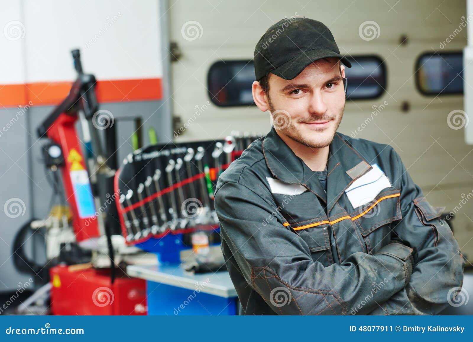 Repairman auto mechanik