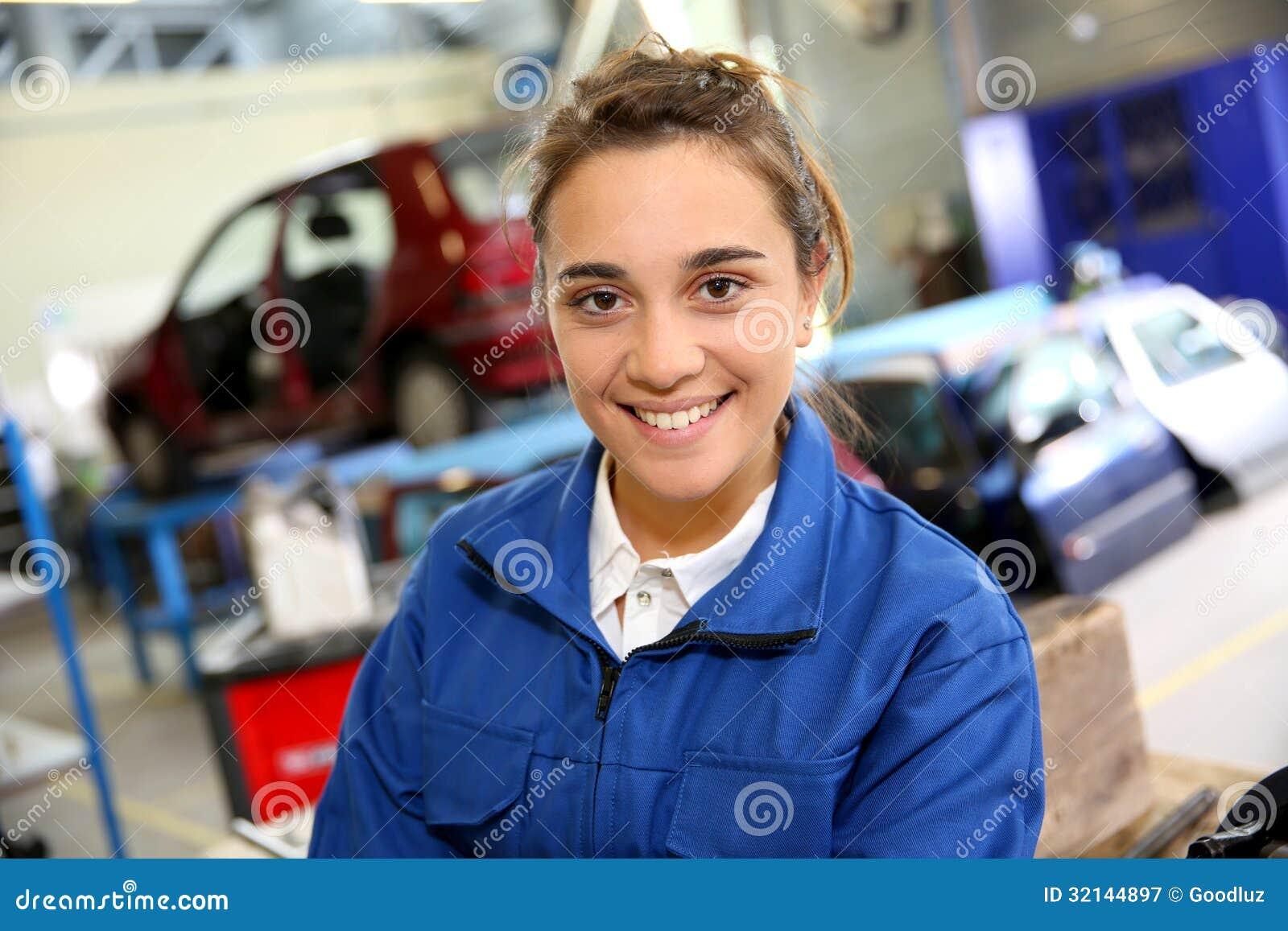Repairshop的微笑的实习生