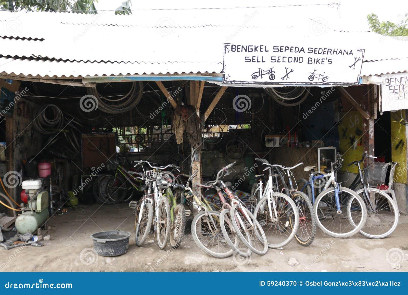 Download Reparación de la bicicleta foto de archivo. Imagen de almacén - 59240370