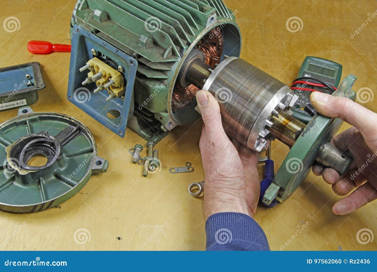Reparación Trifásica Del Transporte Del Motor De Inducción Foto de ...