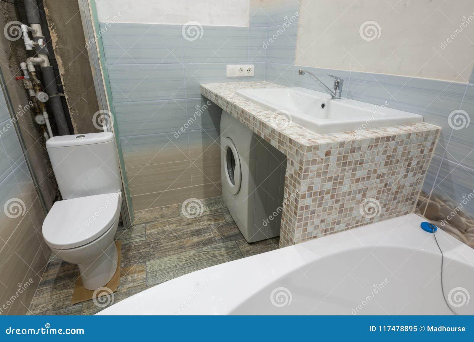 Lavadora Con Lavabo.Reparaciones Inacabadas En Cuarto De Bano Un Pedestal