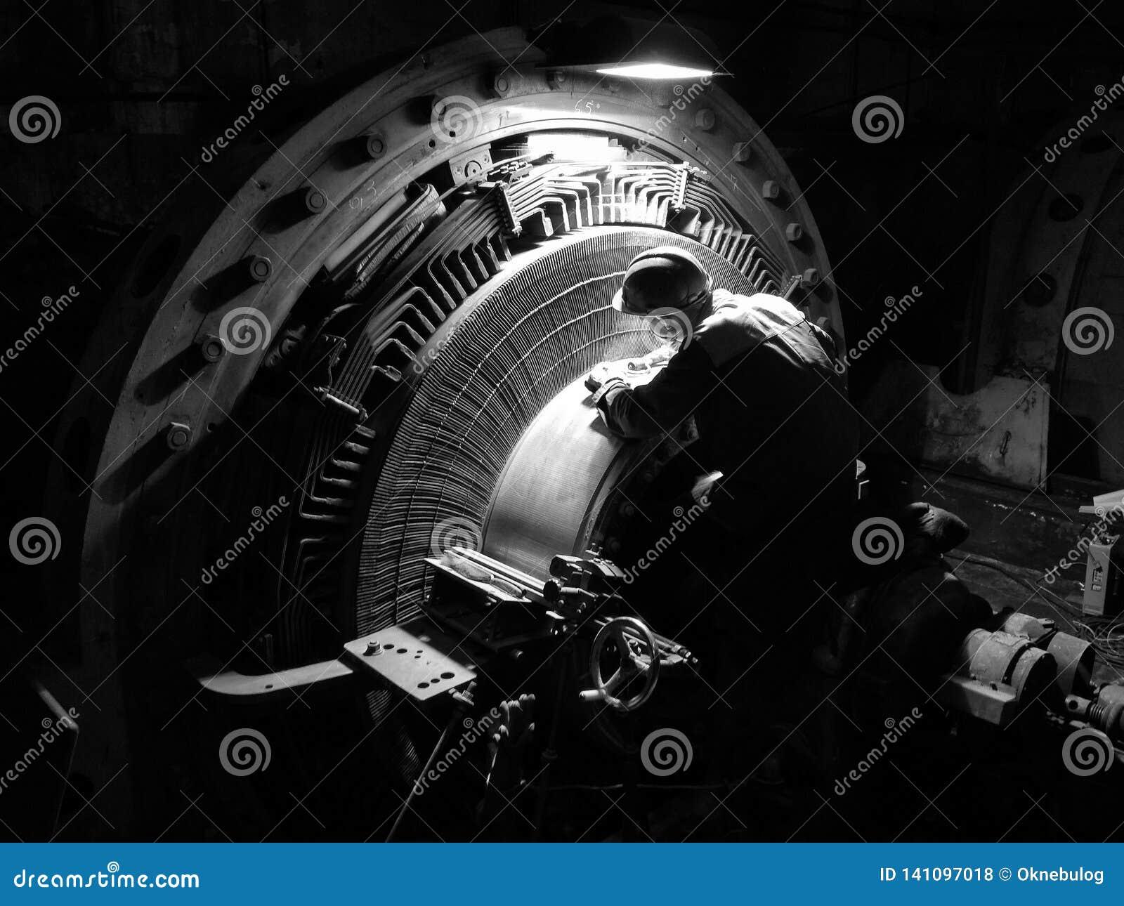 Reparatie van een collector van de hoge machtsgelijkstroom motor