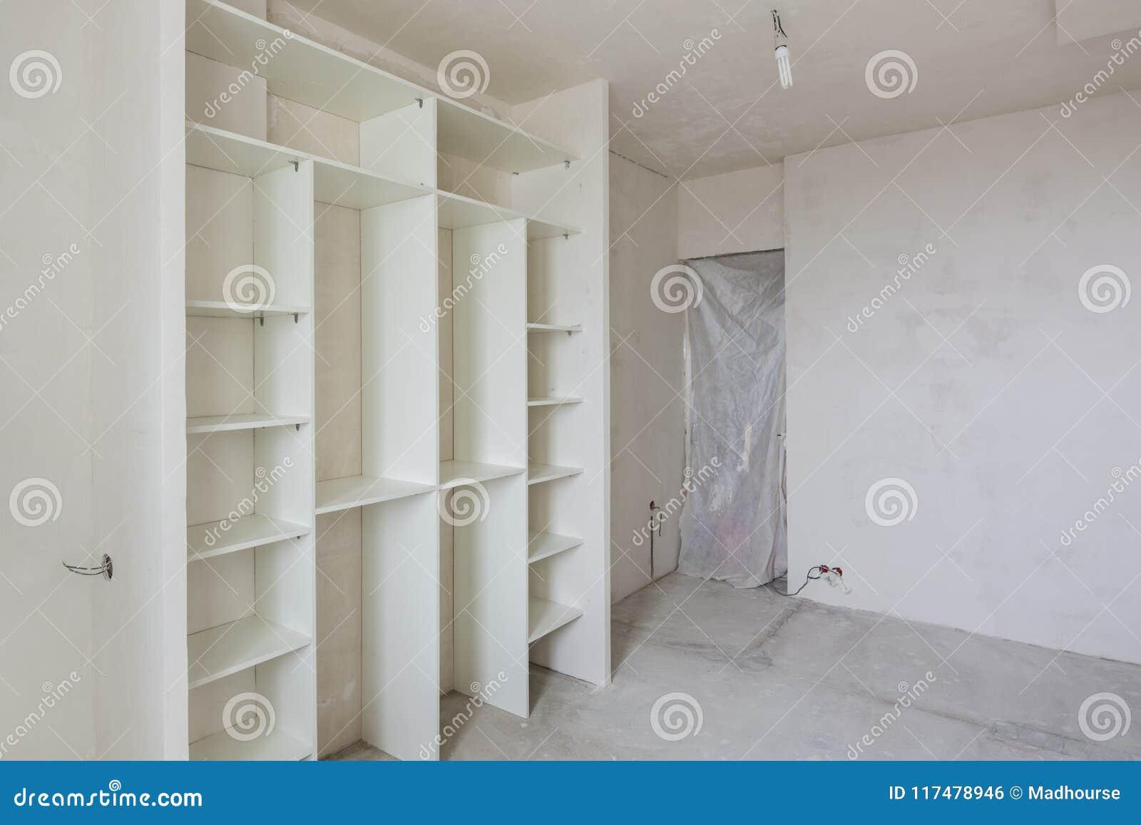 Reparatur Im Wohnzimmer Eines Neubaus Einbauschrank Und Geschlossen