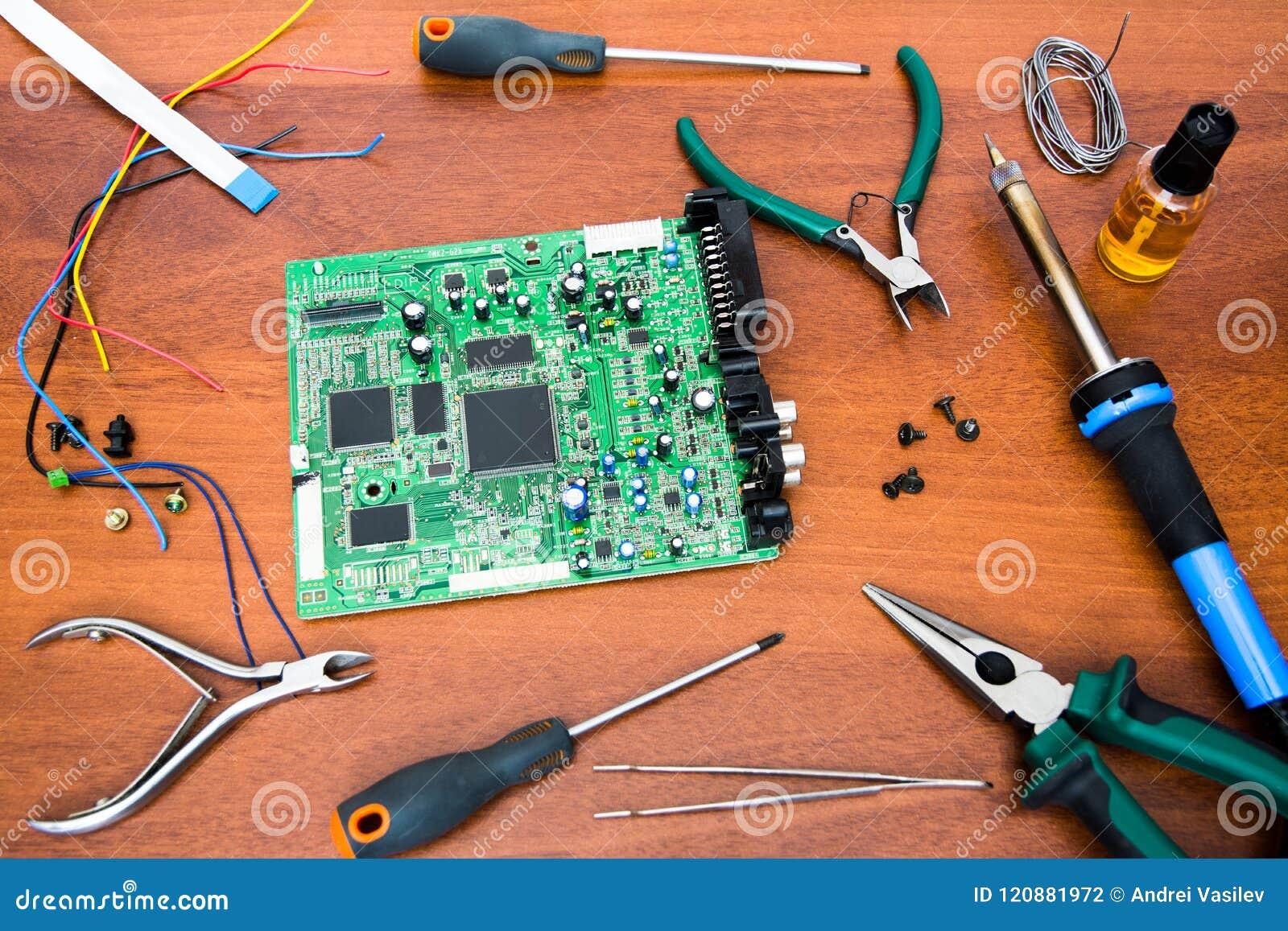 Reparo da placa de sistema eletrônica com microcircuitos e de componentes eletrônicos Ferramentas necessárias