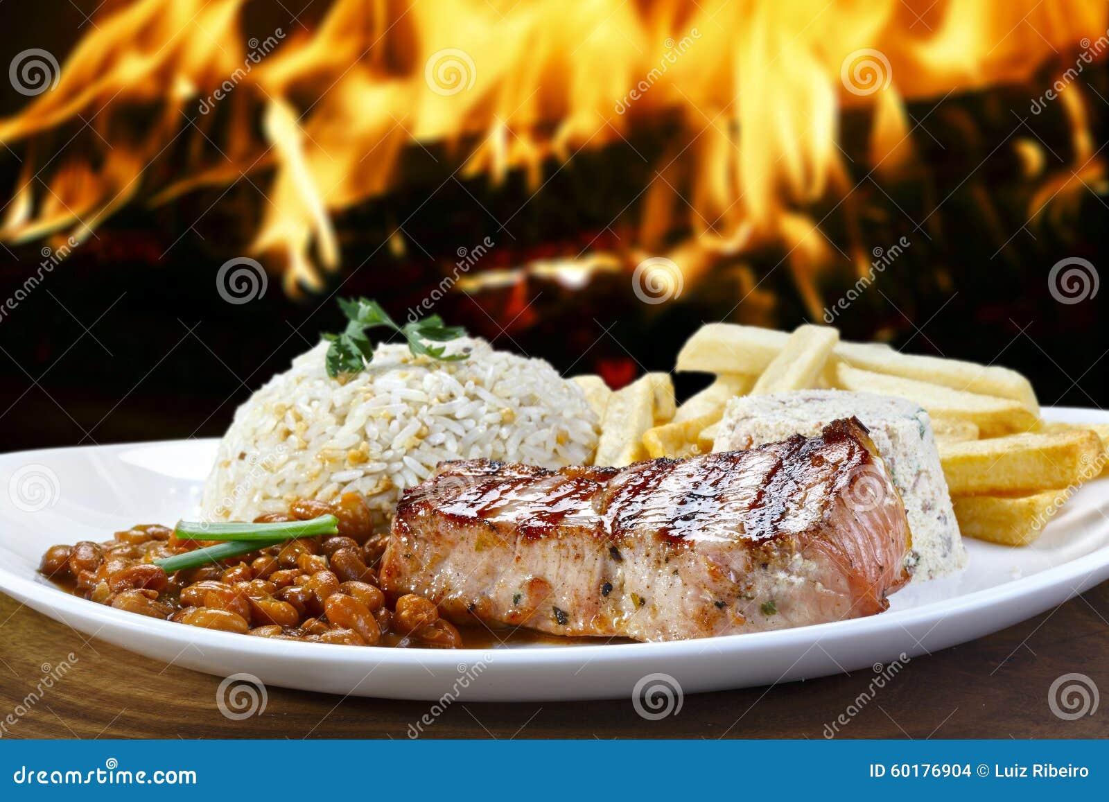 Repas Avec L Echine De Roti De Porc Photo Stock Image Du Fritures