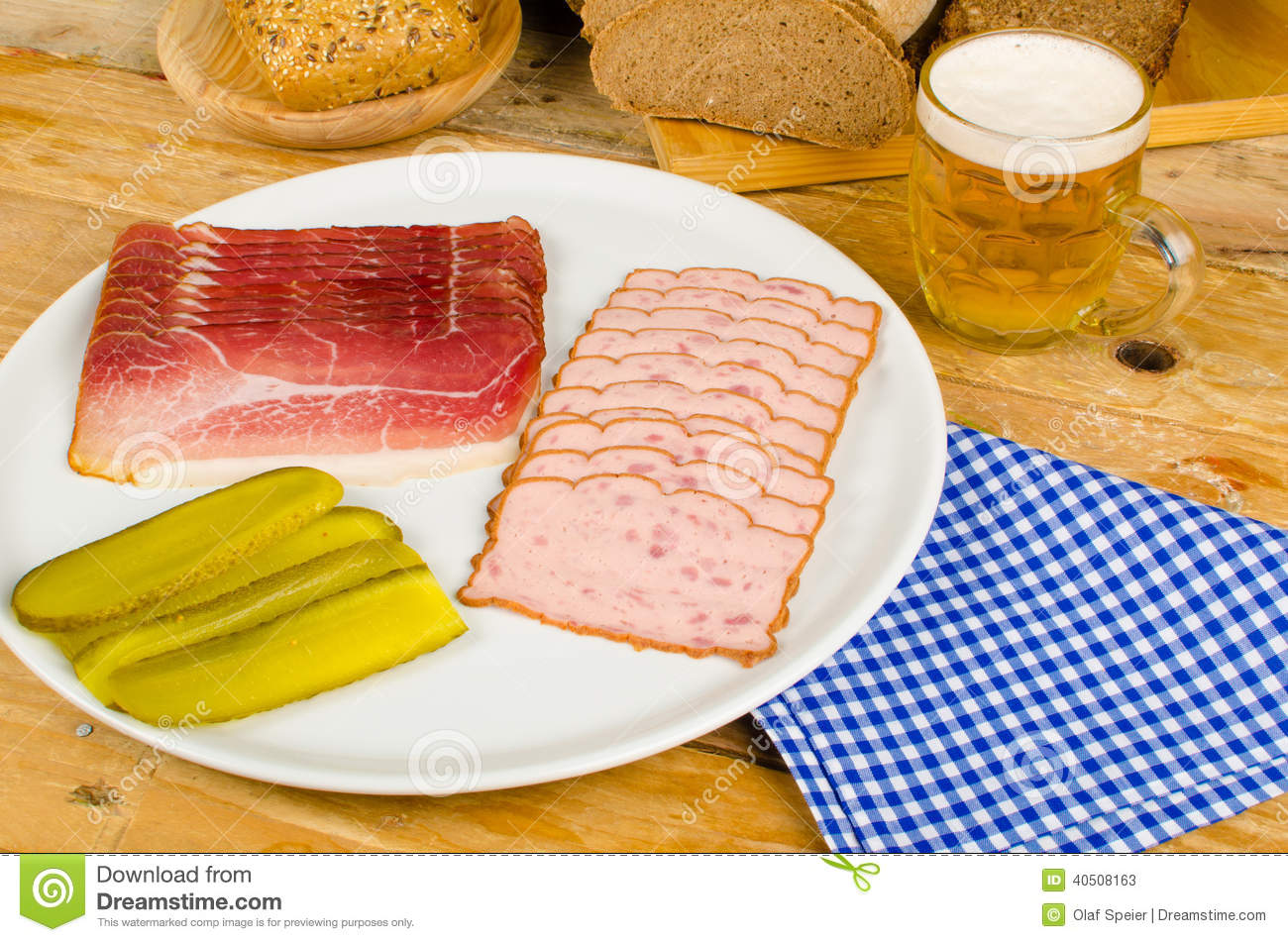 Repas froid cuisine allemande photo stock image 40508163 for Cuisine allemande