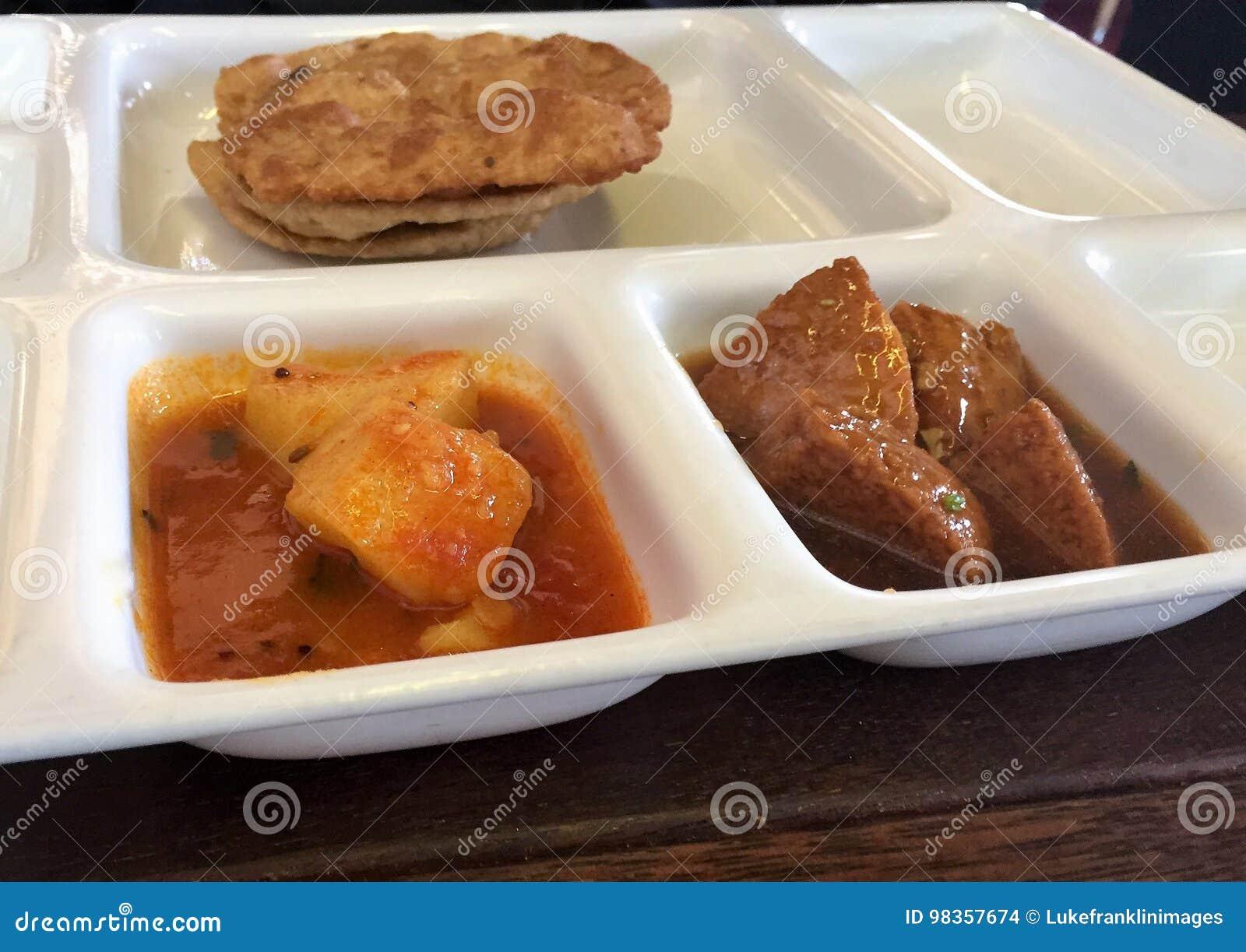 Repas indien du plat blanc