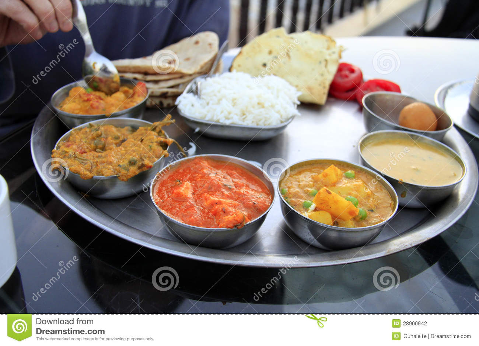 repas indien traditionnel thali photographie stock image 28900942. Black Bedroom Furniture Sets. Home Design Ideas