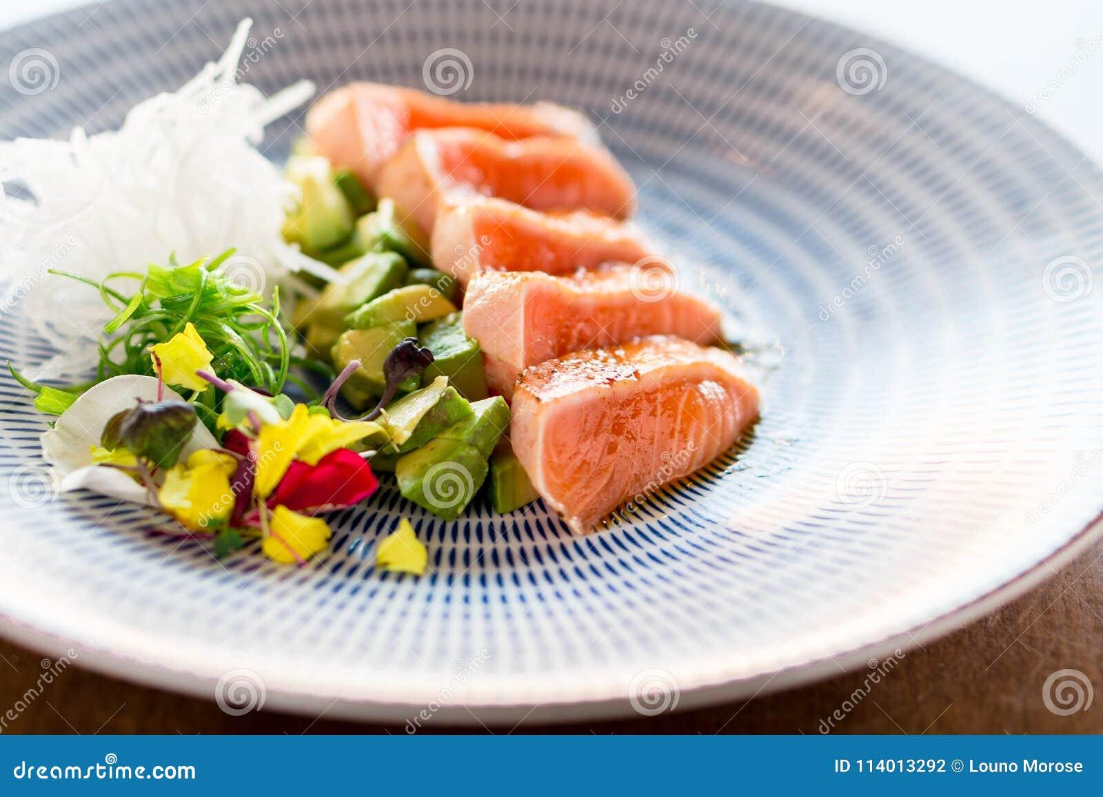 Repas saumoné de fantaisie de tataki