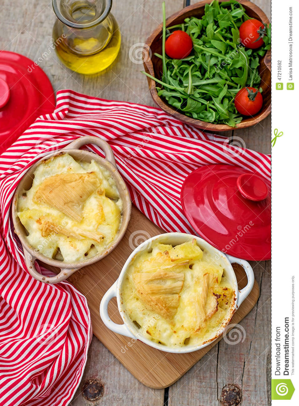 repas traditionnel fran ais tartiflette de pomme de terre photo stock image 47210592. Black Bedroom Furniture Sets. Home Design Ideas