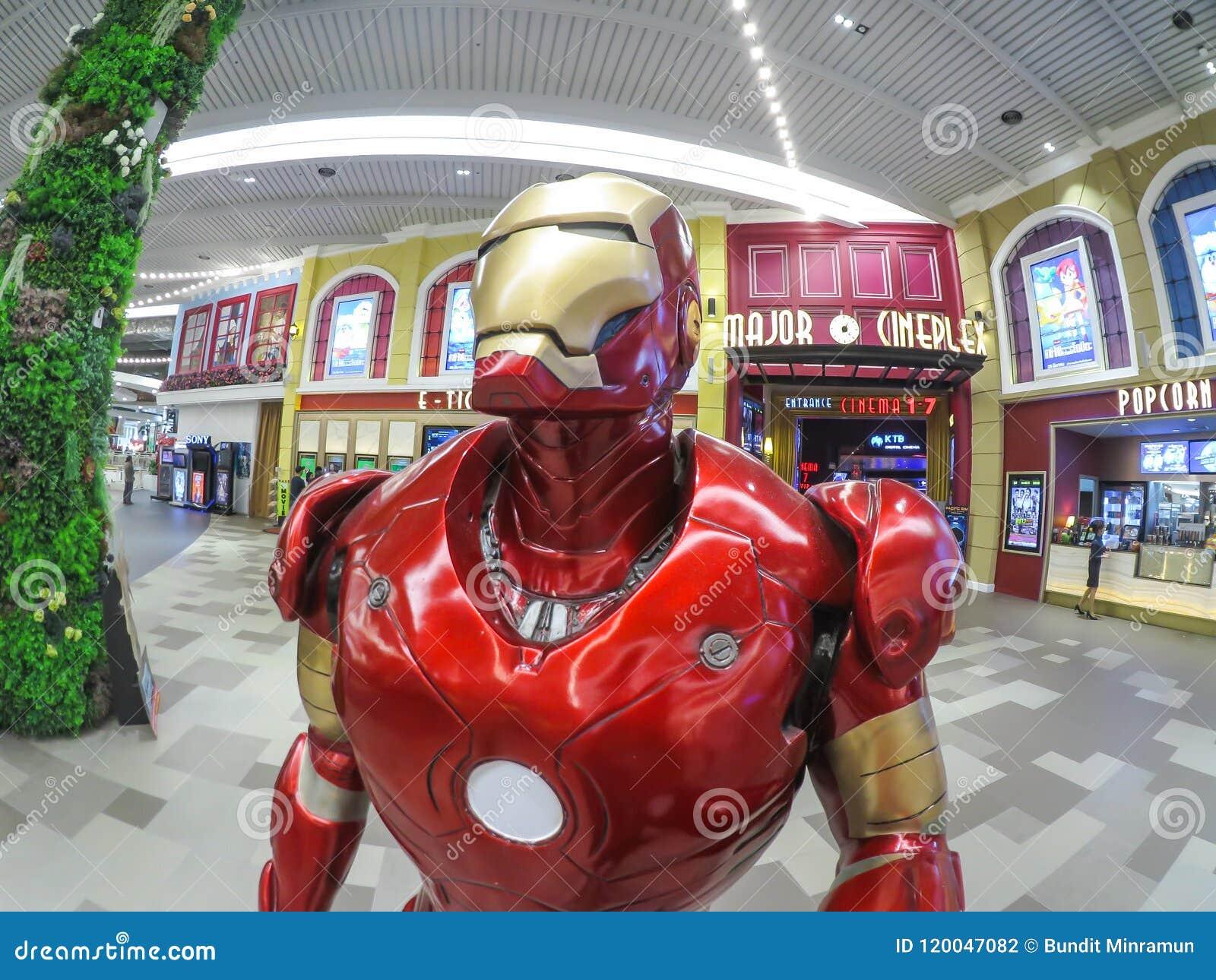 Repassez le modèle grandeur nature d homme, un super héros fictif apparaissant dans les bandes dessinées américaines éditées par