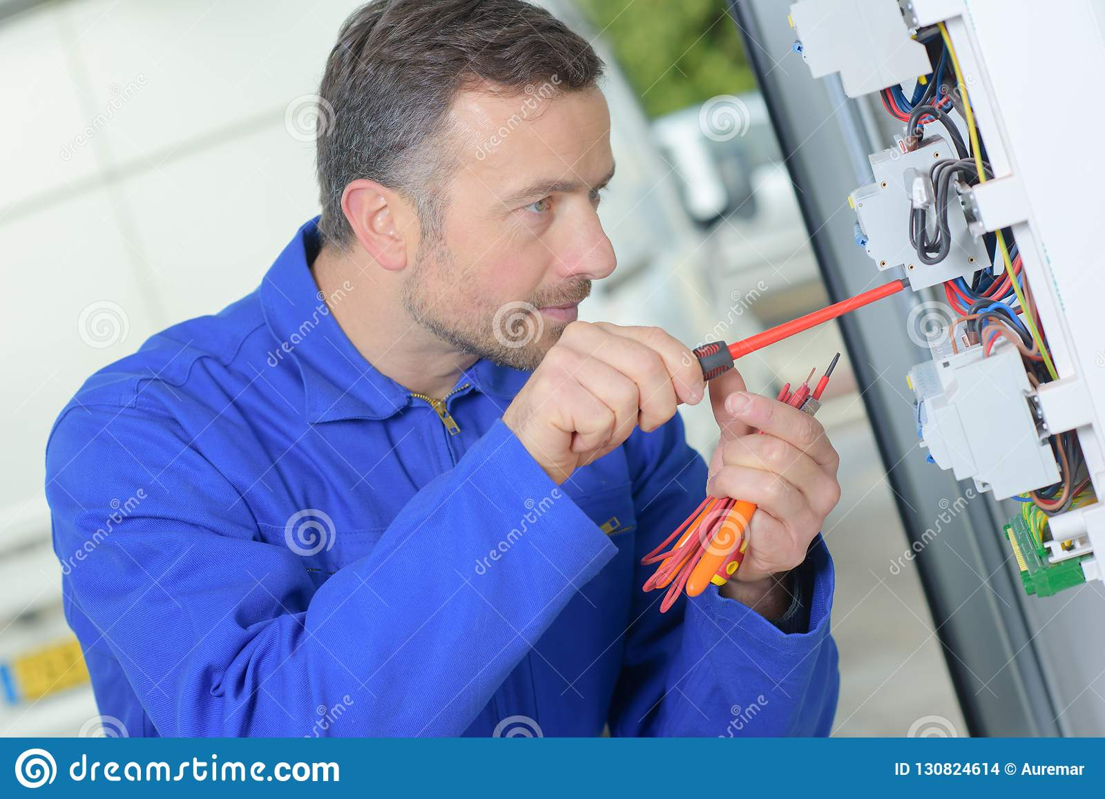 Replacing a faulty fuse