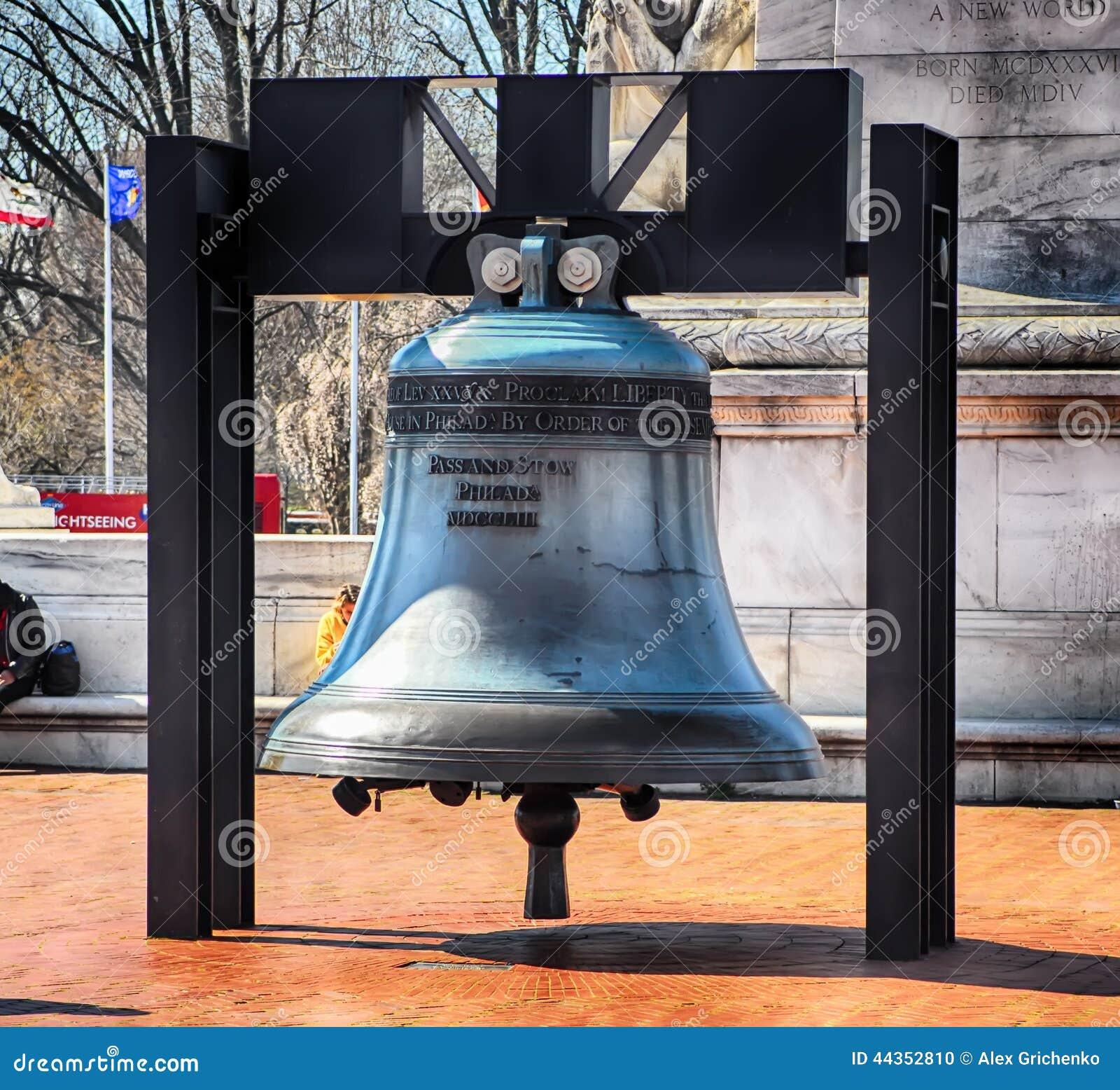 Replica di Liberty Bell davanti alla stazione del sindacato a Washington d C