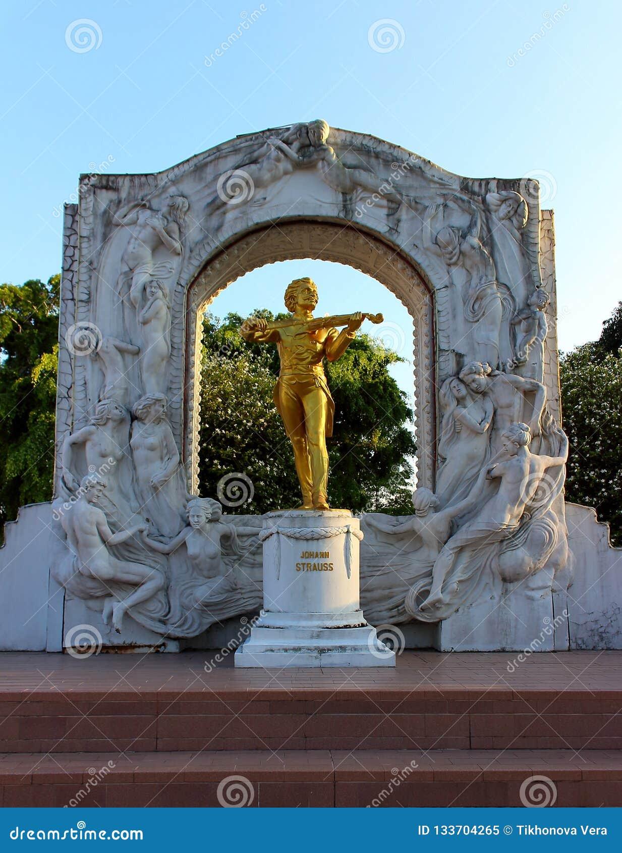 Replicastandbeeld van Johann Strauss