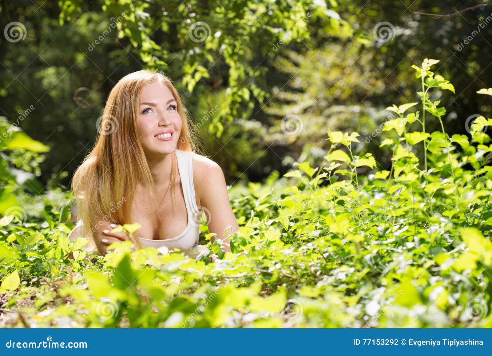 Repos de jeune femme