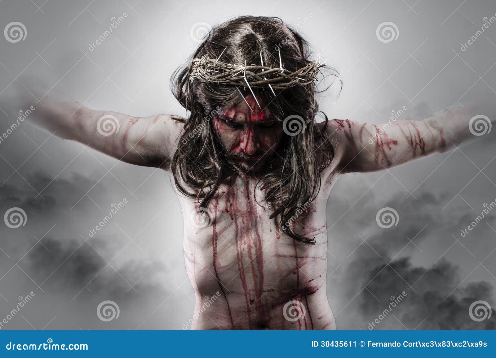Représentation de Jésus-Christ sur la croix sur le fond de nuage