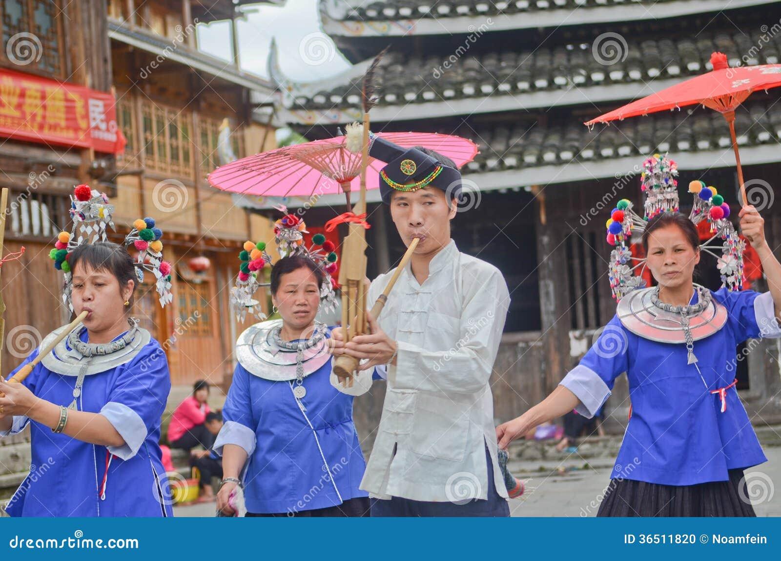 Représentation de personnes de minorité de Dong