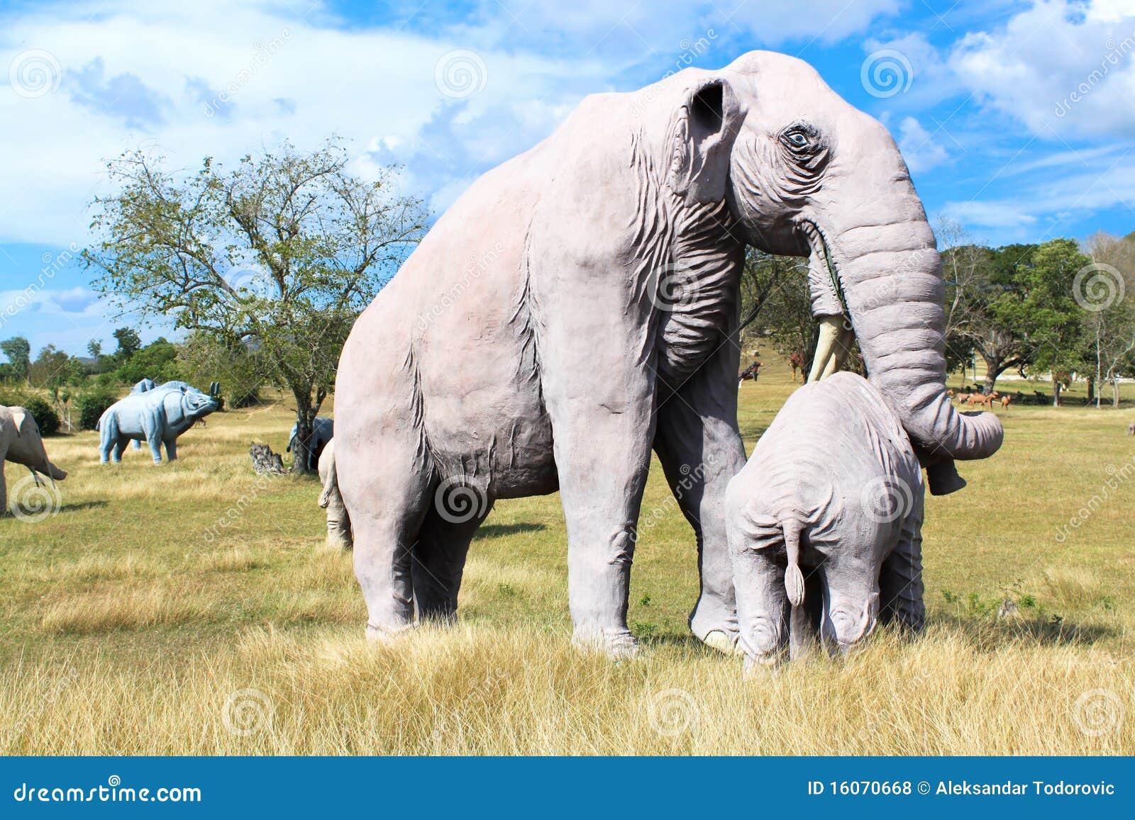 Reproducción de un mamut en el parque jurásico Baconao