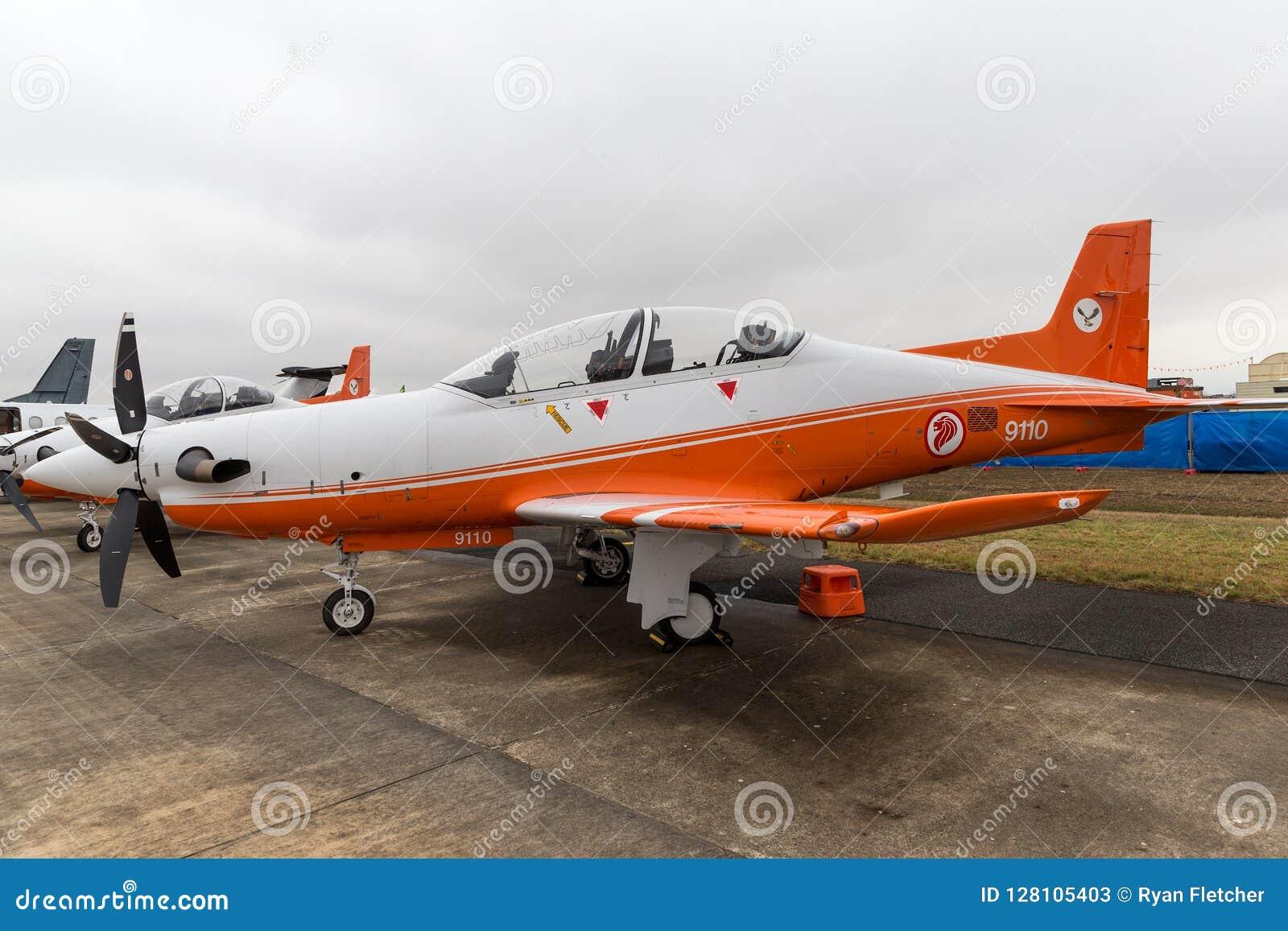 Republik Singapurs-Luftwaffe RSAF Pilatus PC-21 brachte die Flugzeuge der militärischen Ausbildung voran, die an RAAF Pearce in W