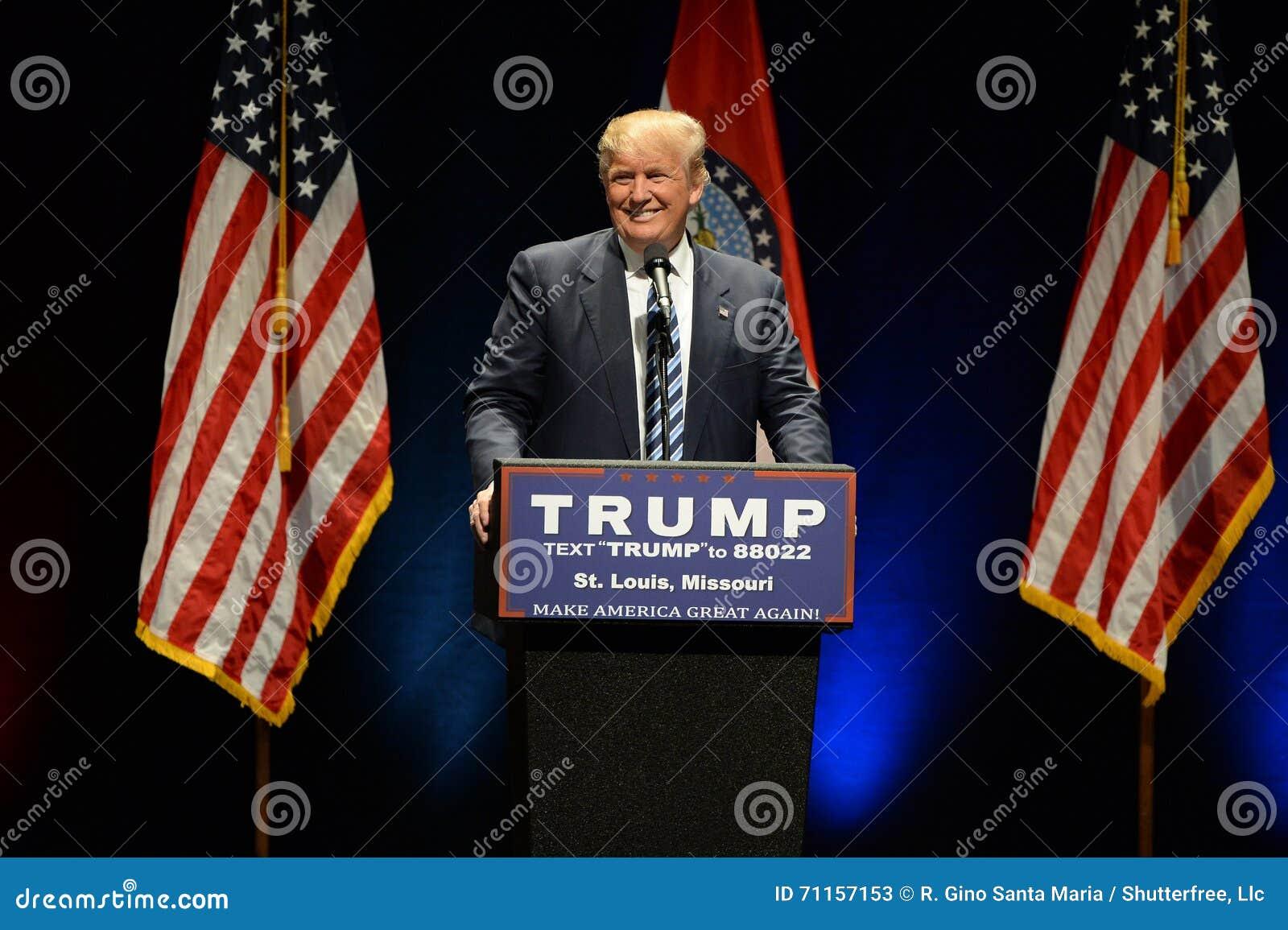 Republikański Frontrunner Donald atut ono Uśmiecha się Tłoczyć się