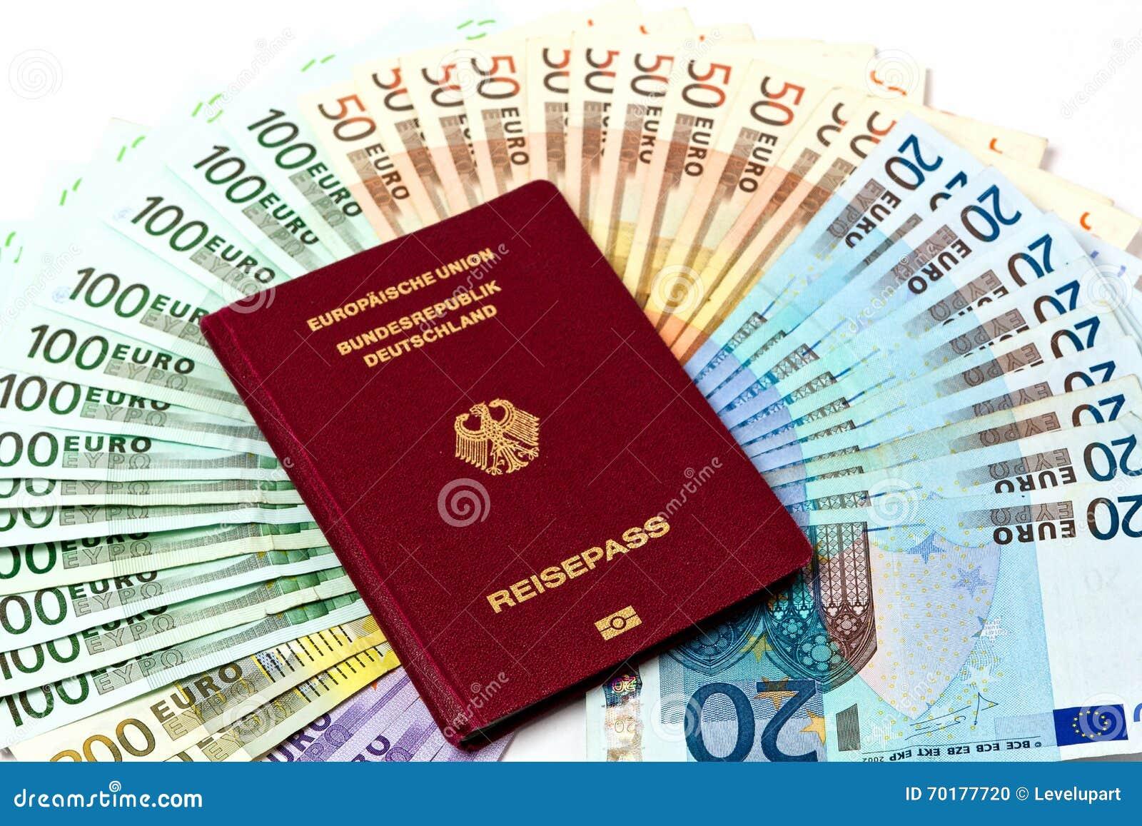 Resa pengar som en pengarfan av euroanmärkningar