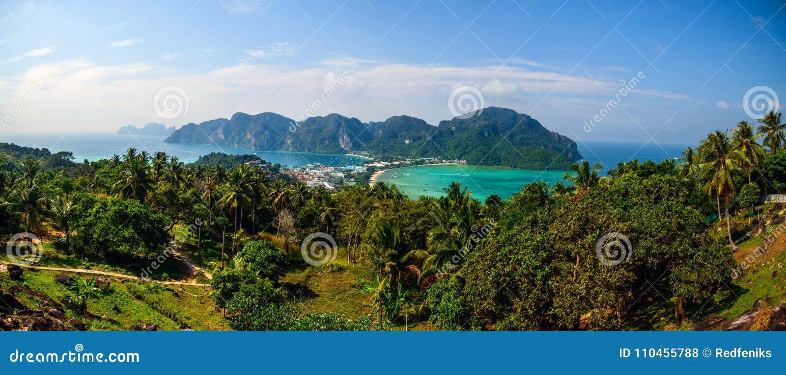 Resa semesterbakgrund - den tropiska ön med semesterorter - Phi-Phien ön, Thailand