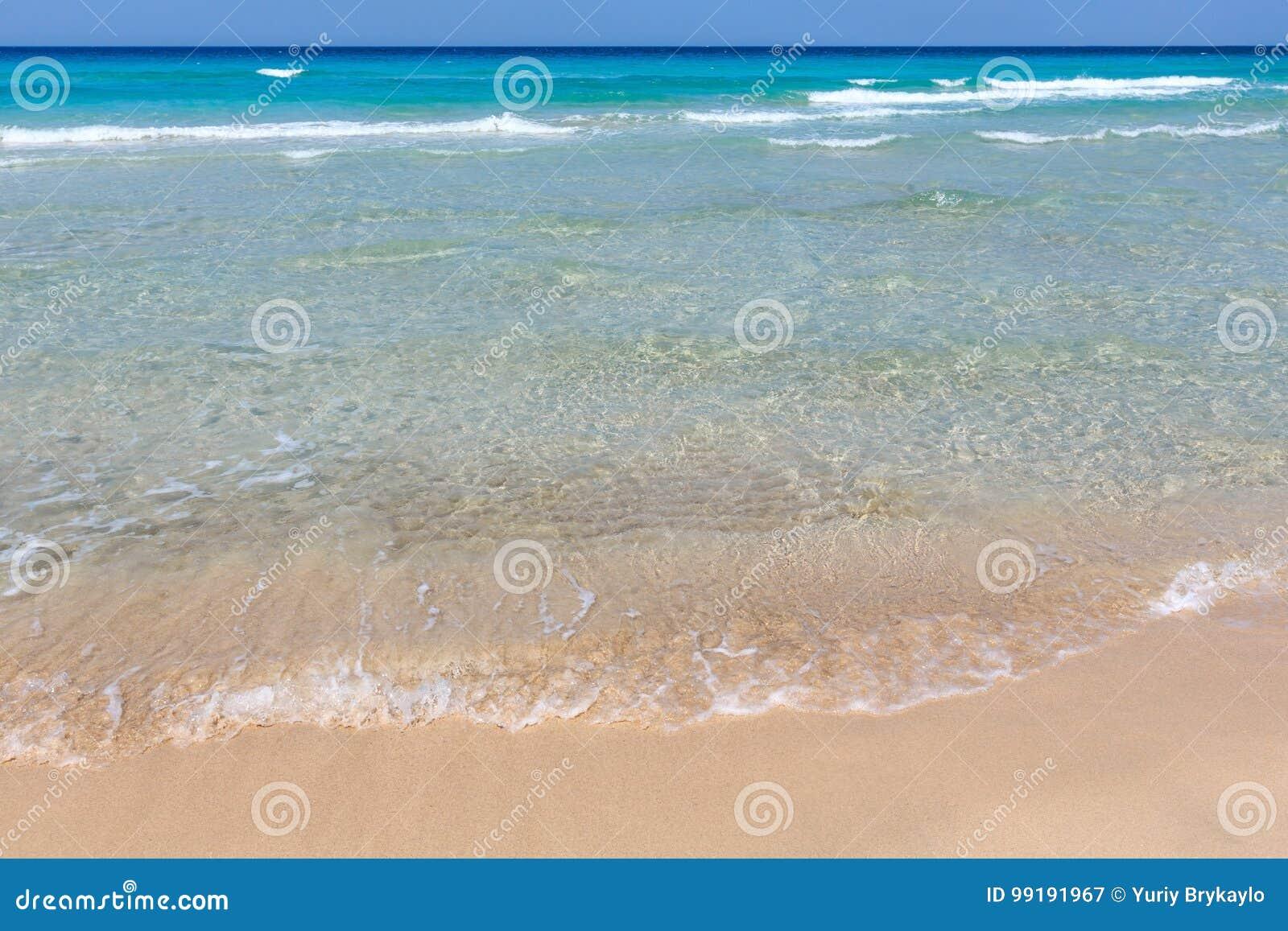 Resaca del mar en la playa