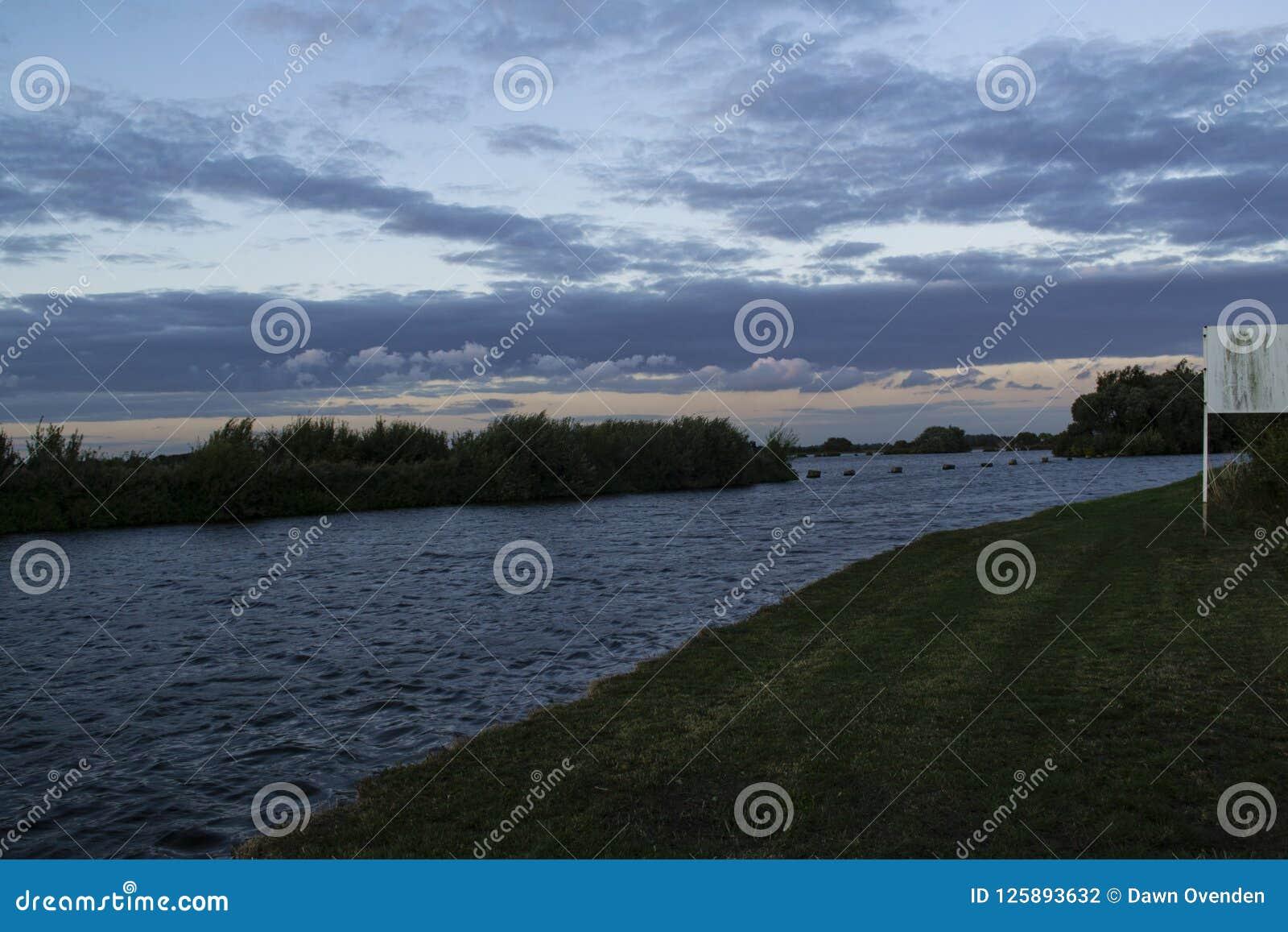 Reservatório visto sobre Aire e Calder Canal