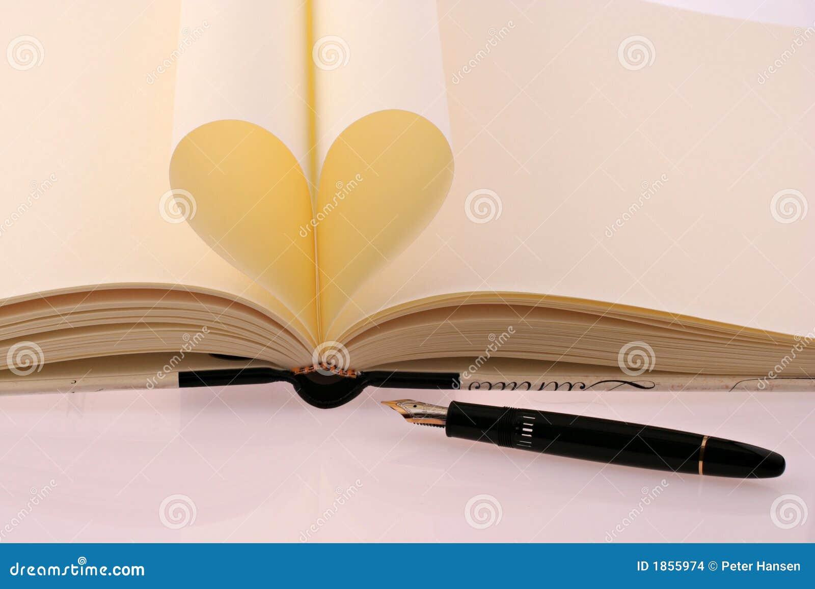 Reserve con el papel como un corazón y una pluma