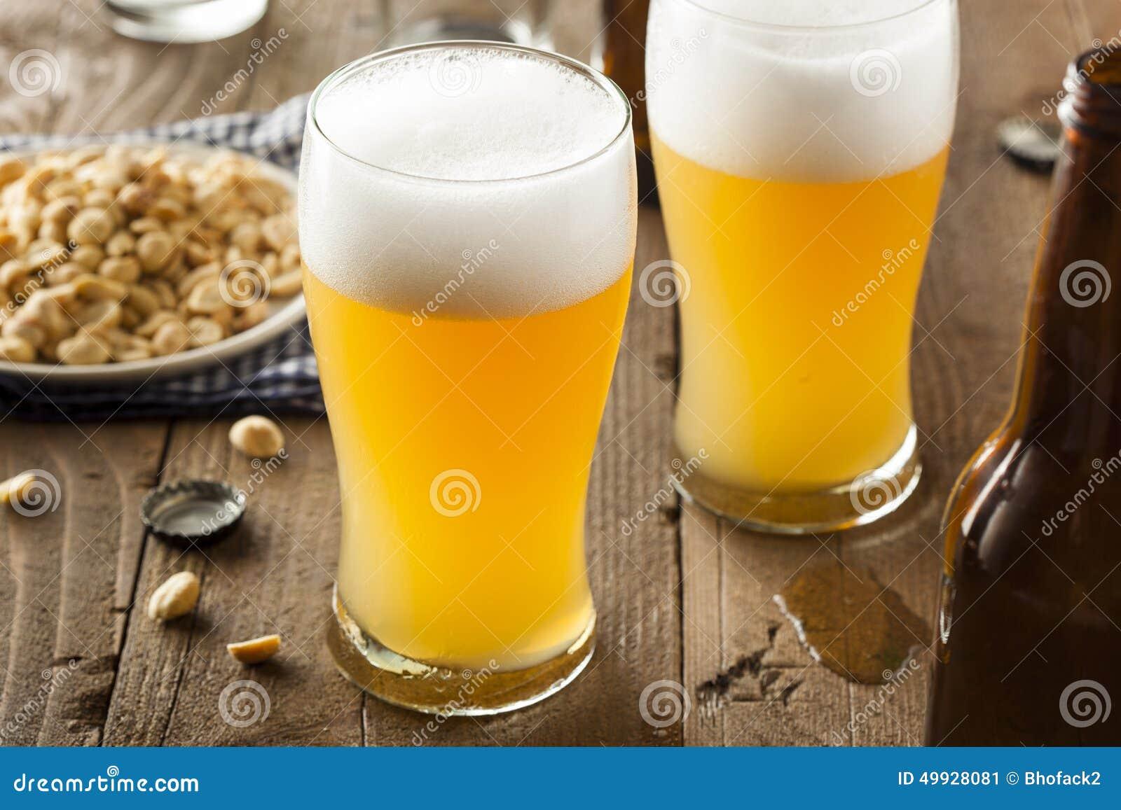 Resfreshing Lager Beer dorato