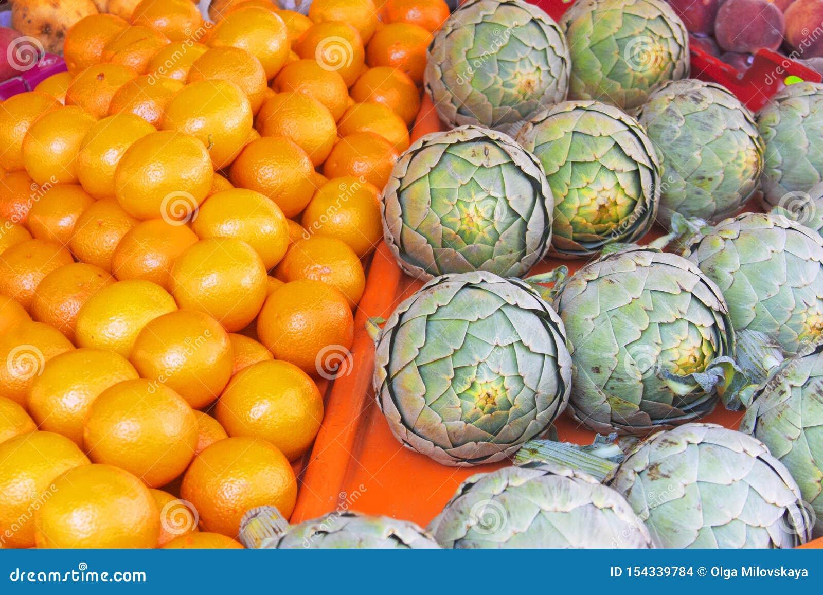 Resh有机蔬菜和水果在农夫市场上