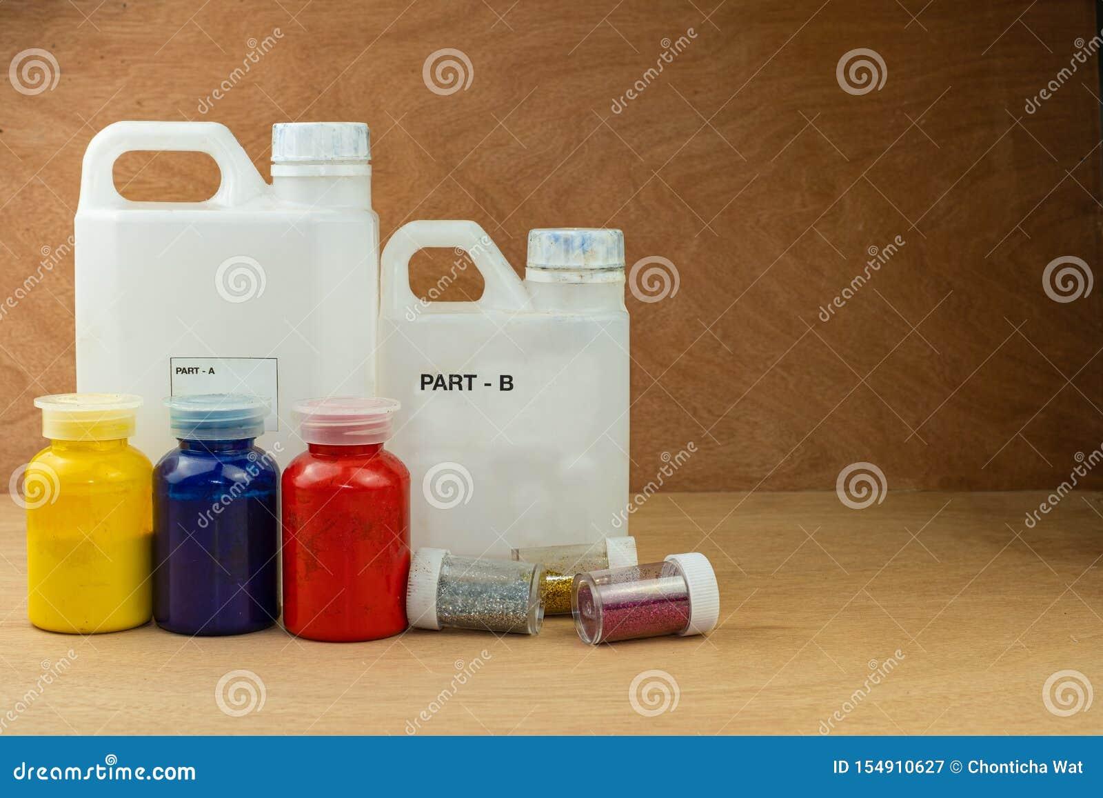 Resina de epóxido de mezcla del color en taza plástica