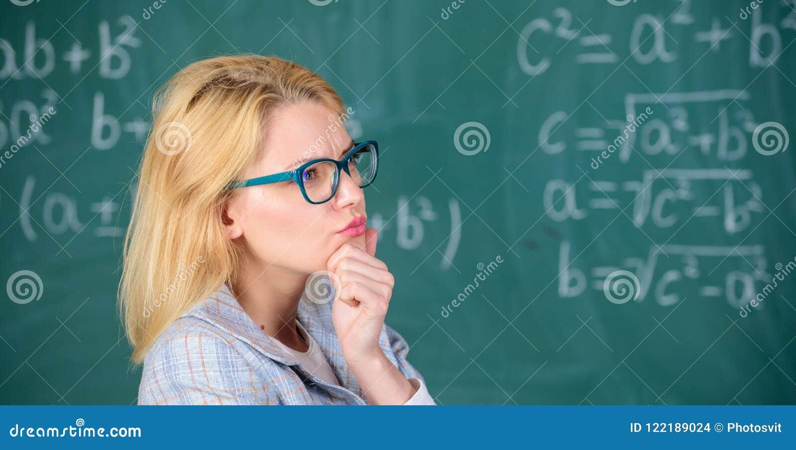 Resolva a tarefa da matemática Resolva essa tarefa Conhecimento básico da educação escolar A mulher do professor pensa sobre a re