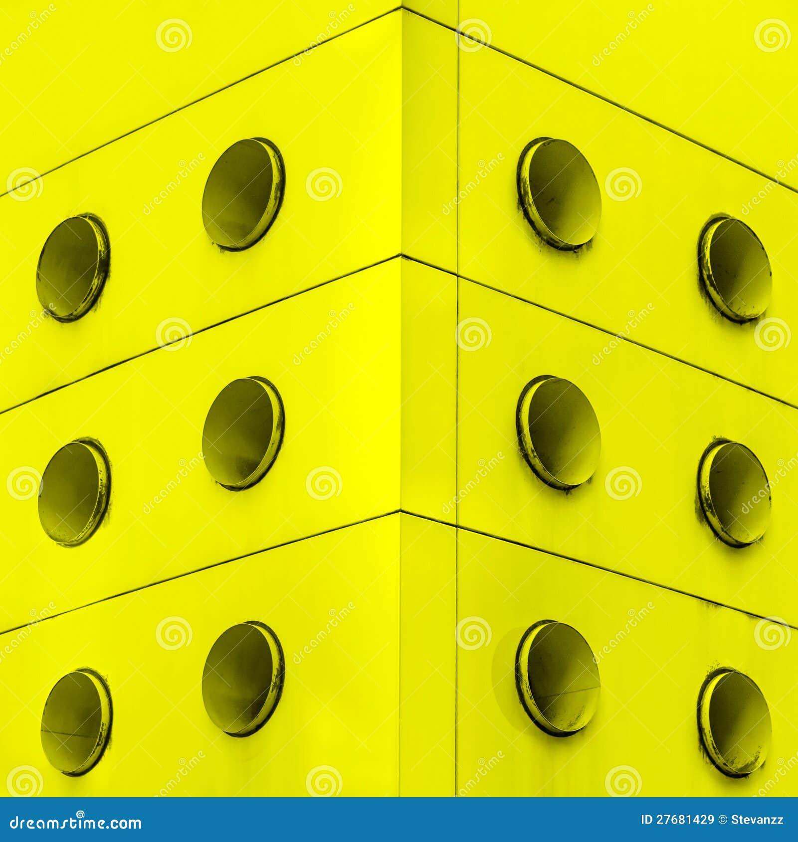 Respiradouros interiores amarelos da sujeira do sumário da arquitetura.