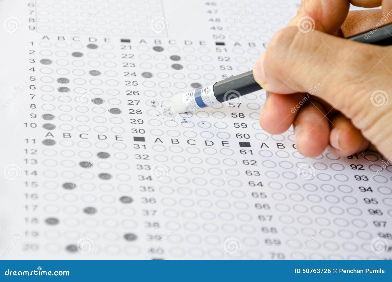 Respuesta del mal del borrado de la mano en examen