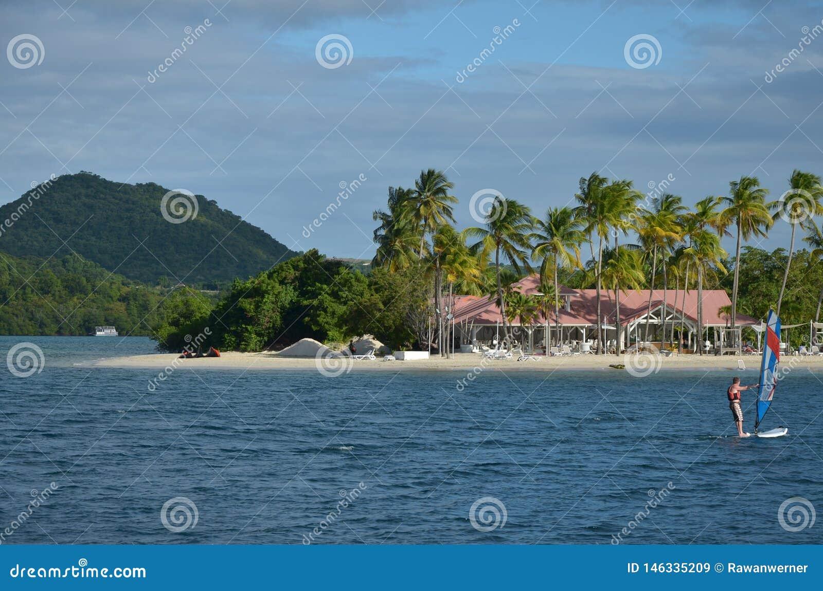 Ressac de cerf-volant de sport de plage de club de plage de la Martinique