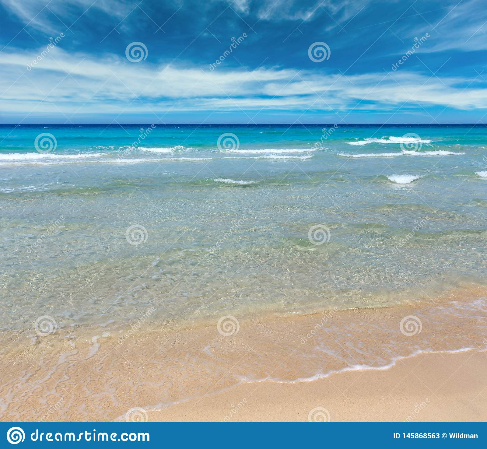 Ressac de mer sur la plage