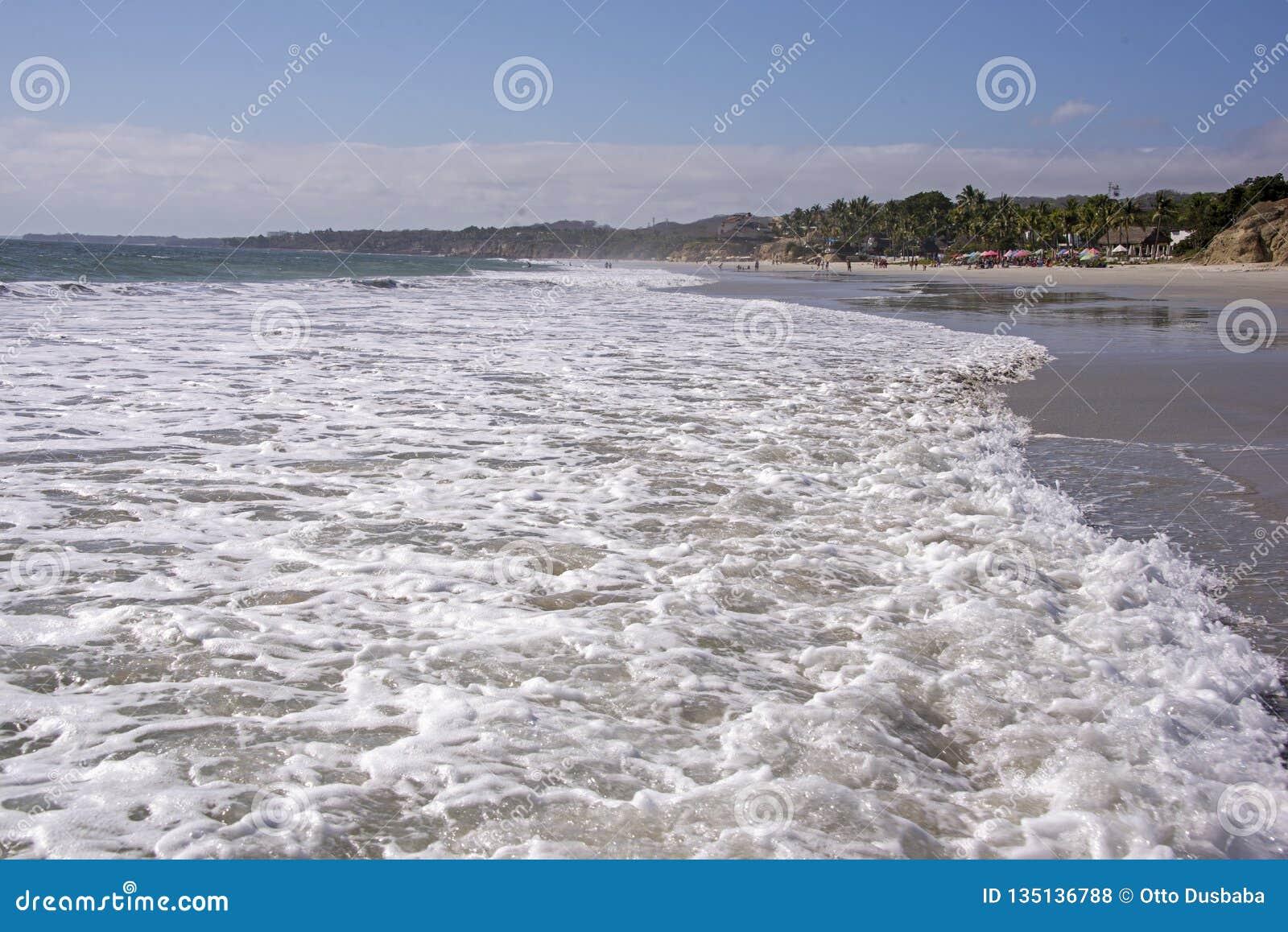 Ressac large de l océan pacifique