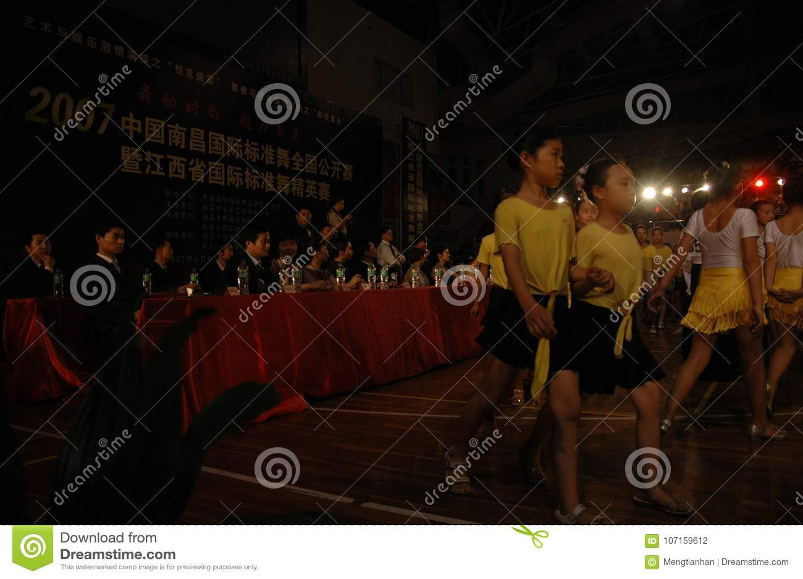 Ressortissant de danse de norme internationale de la Chine Nan-Tchang de cadets d enfants ouvert