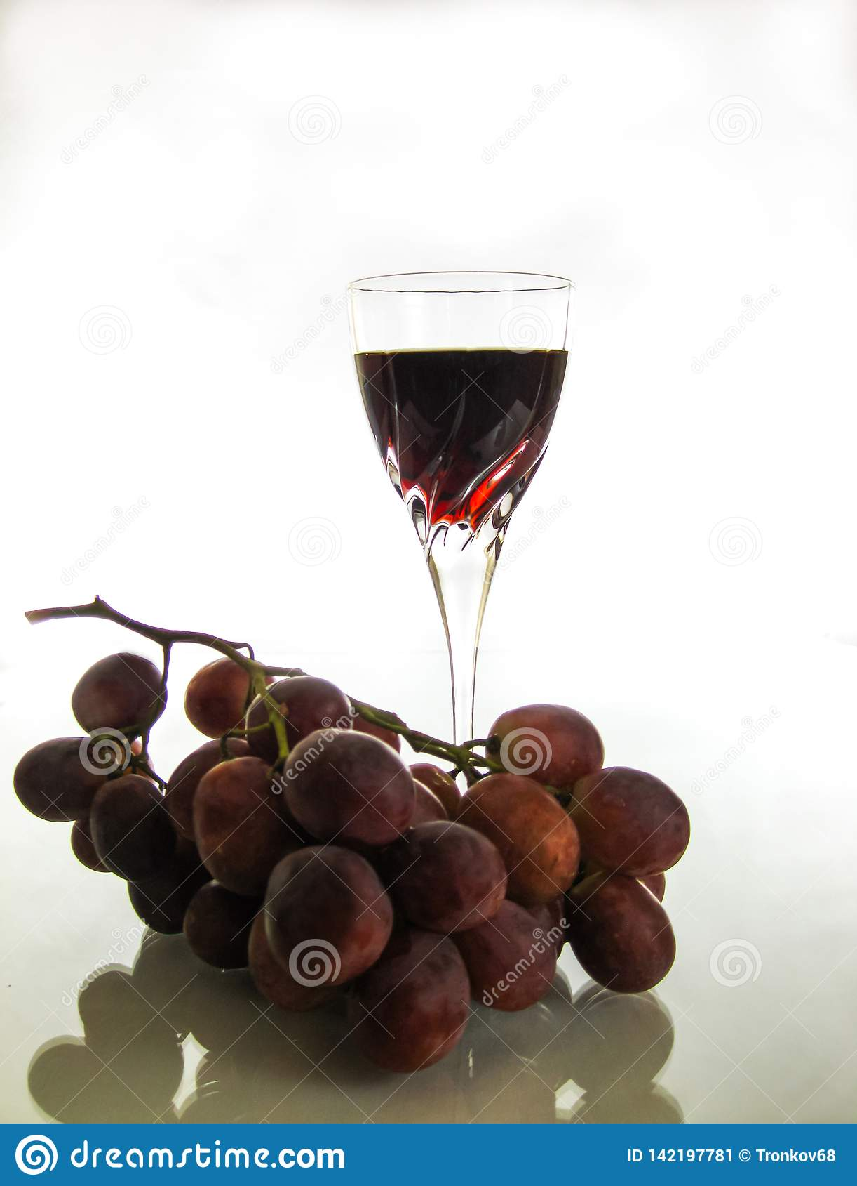 Restauración y vino tinto quebradizo