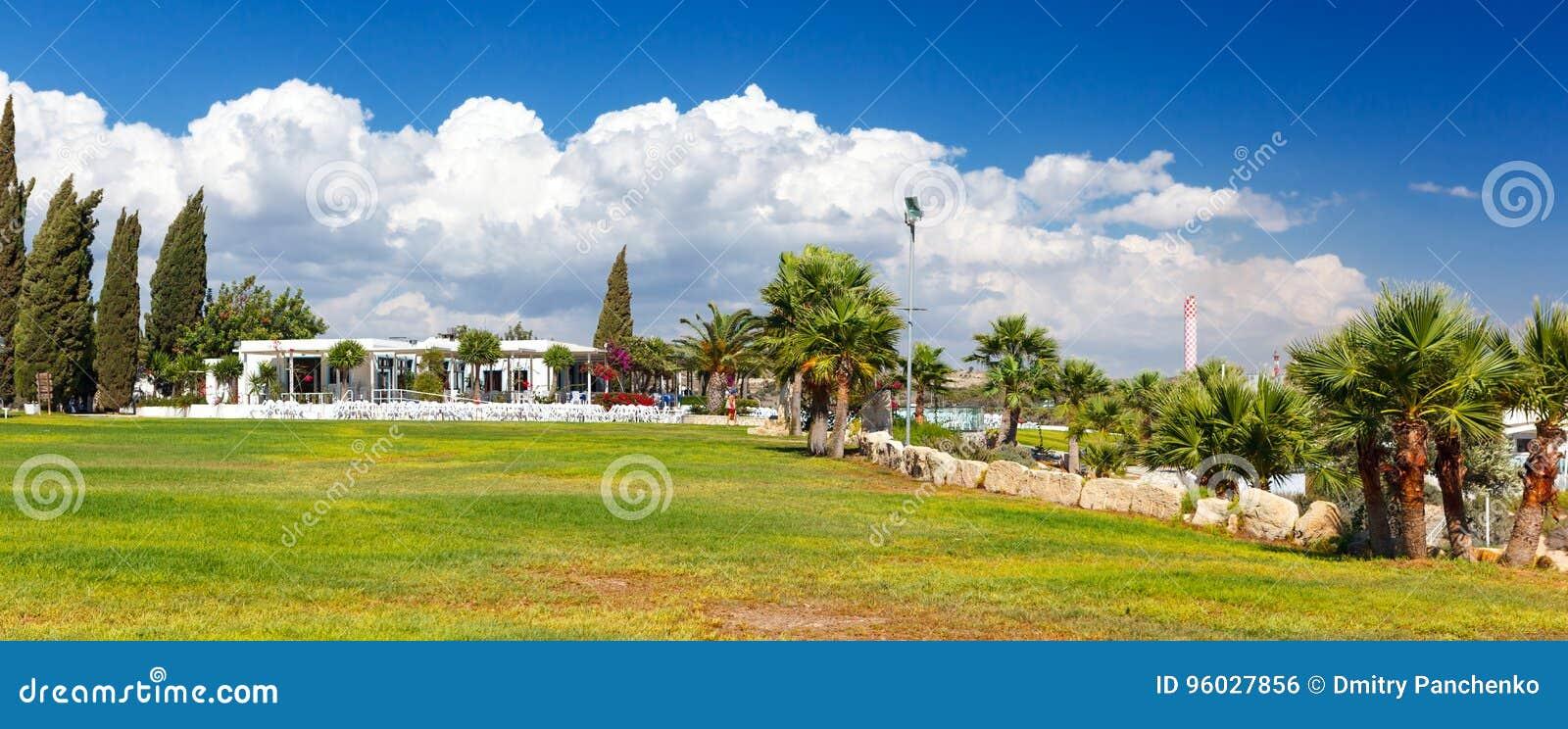 Restauracja z pięknym widokiem morze blisko Kalymnos plaży
