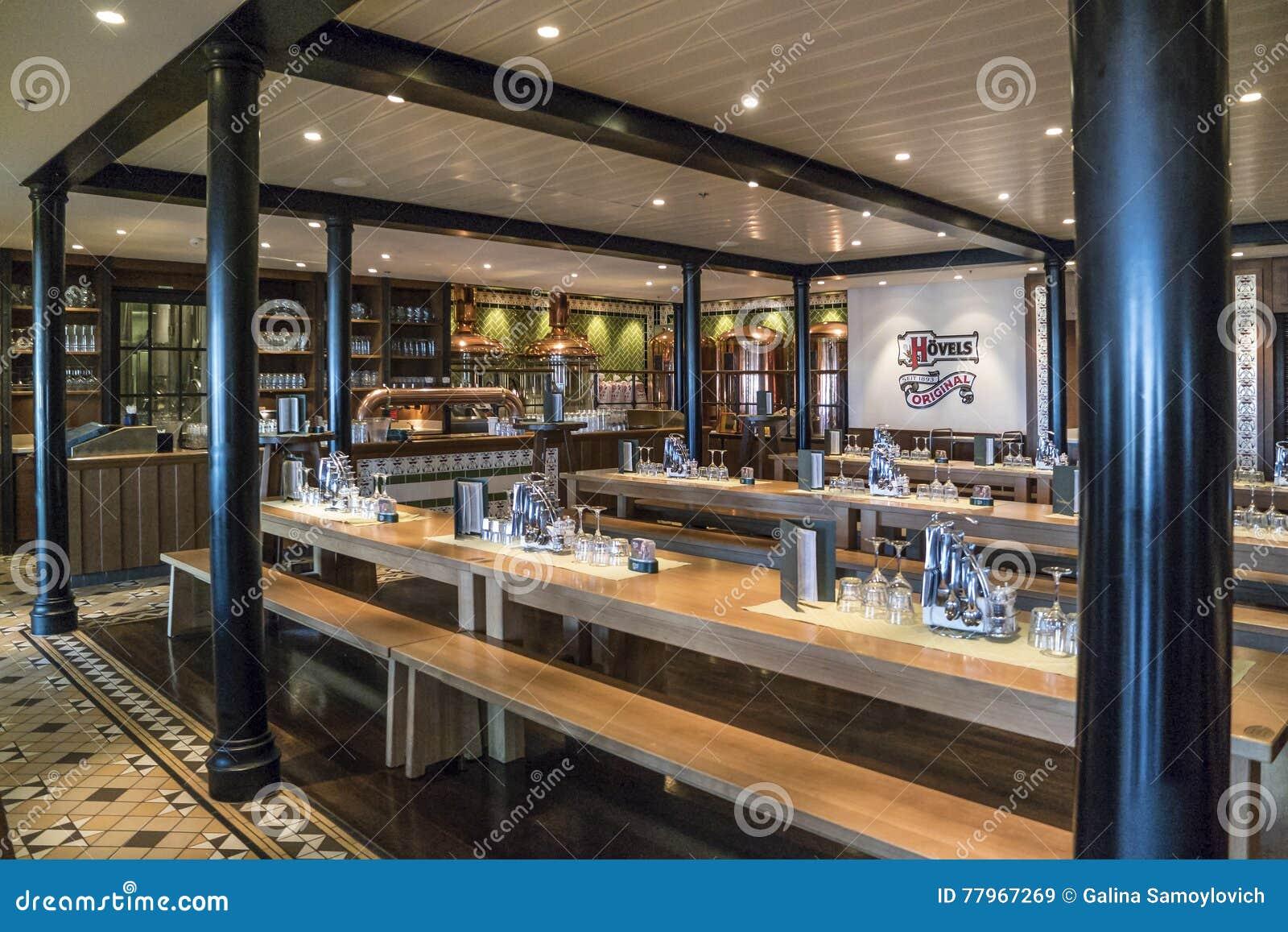 Restaurangens inre på ett kryssningskepp