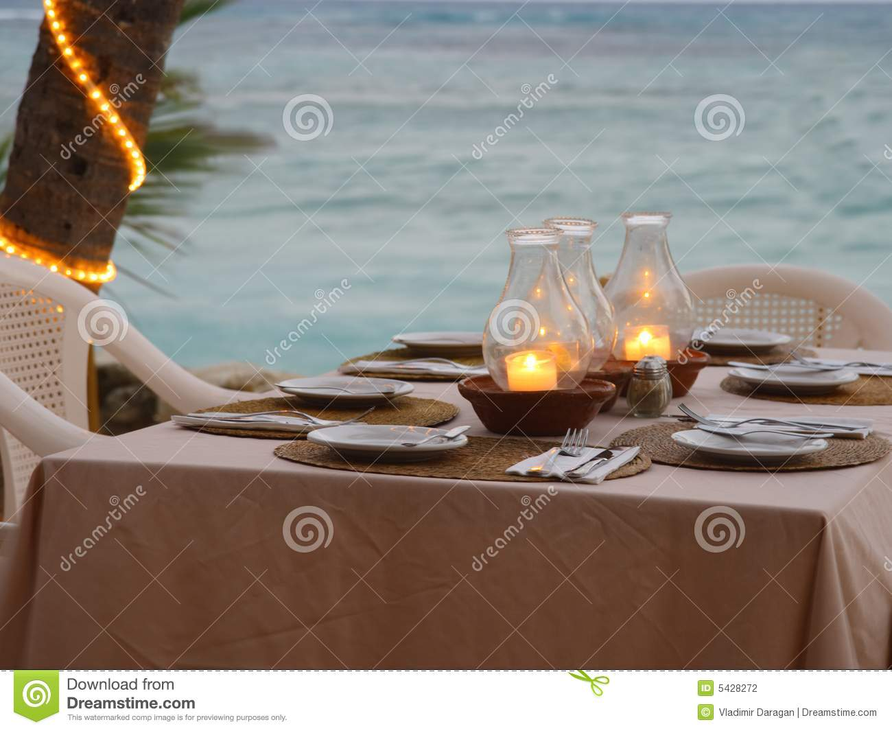 Restaurant confortable de plage