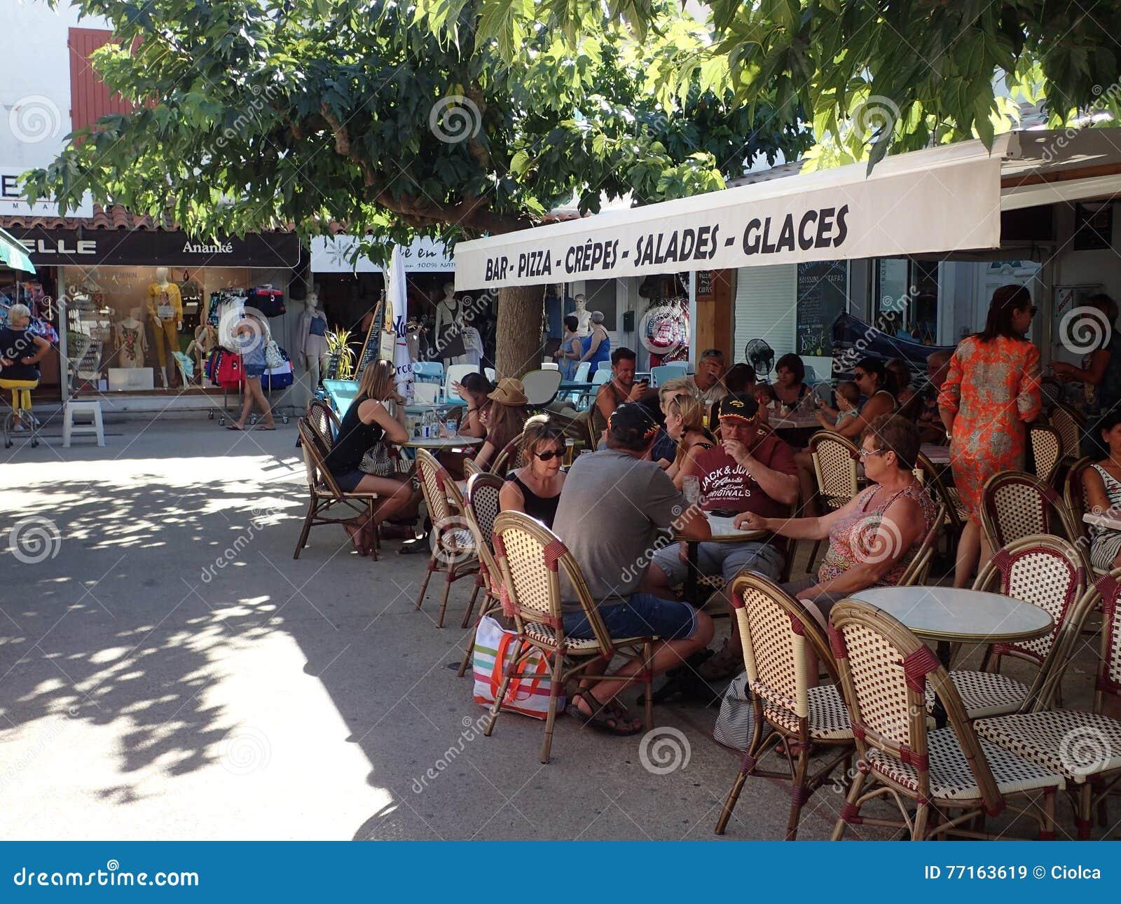 Restaurant dans le Saintes-Maries-de-la-Mer, France