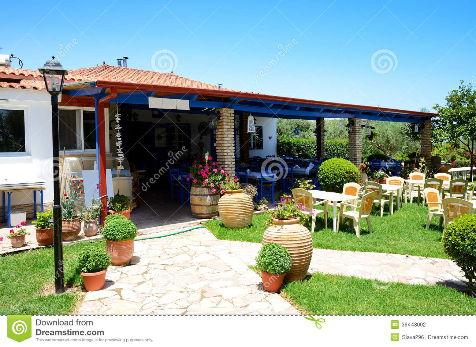 Restaurant en plein air grec traditionnel photo stock