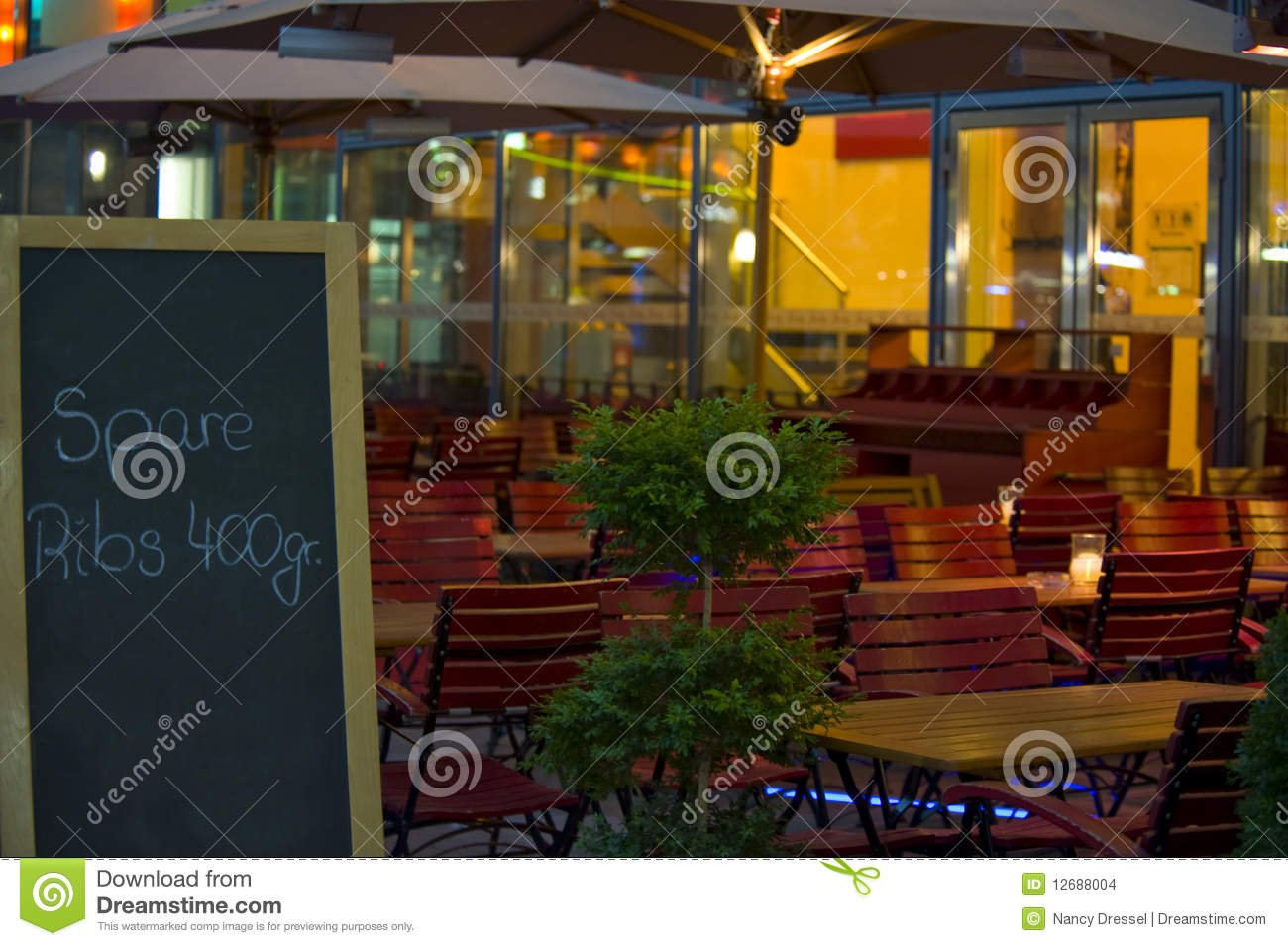 Restaurant ext rieur images stock image 12688004 for Exterieur restaurant