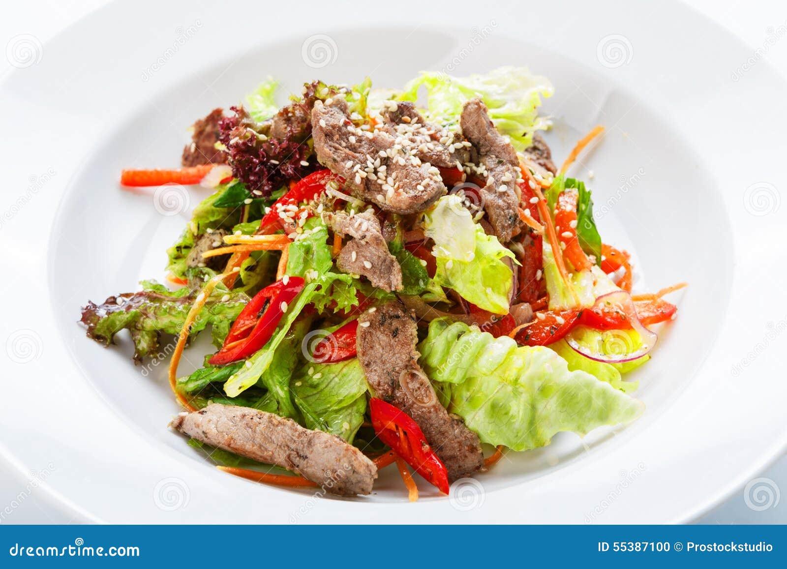 Салат тёплый с телятиной