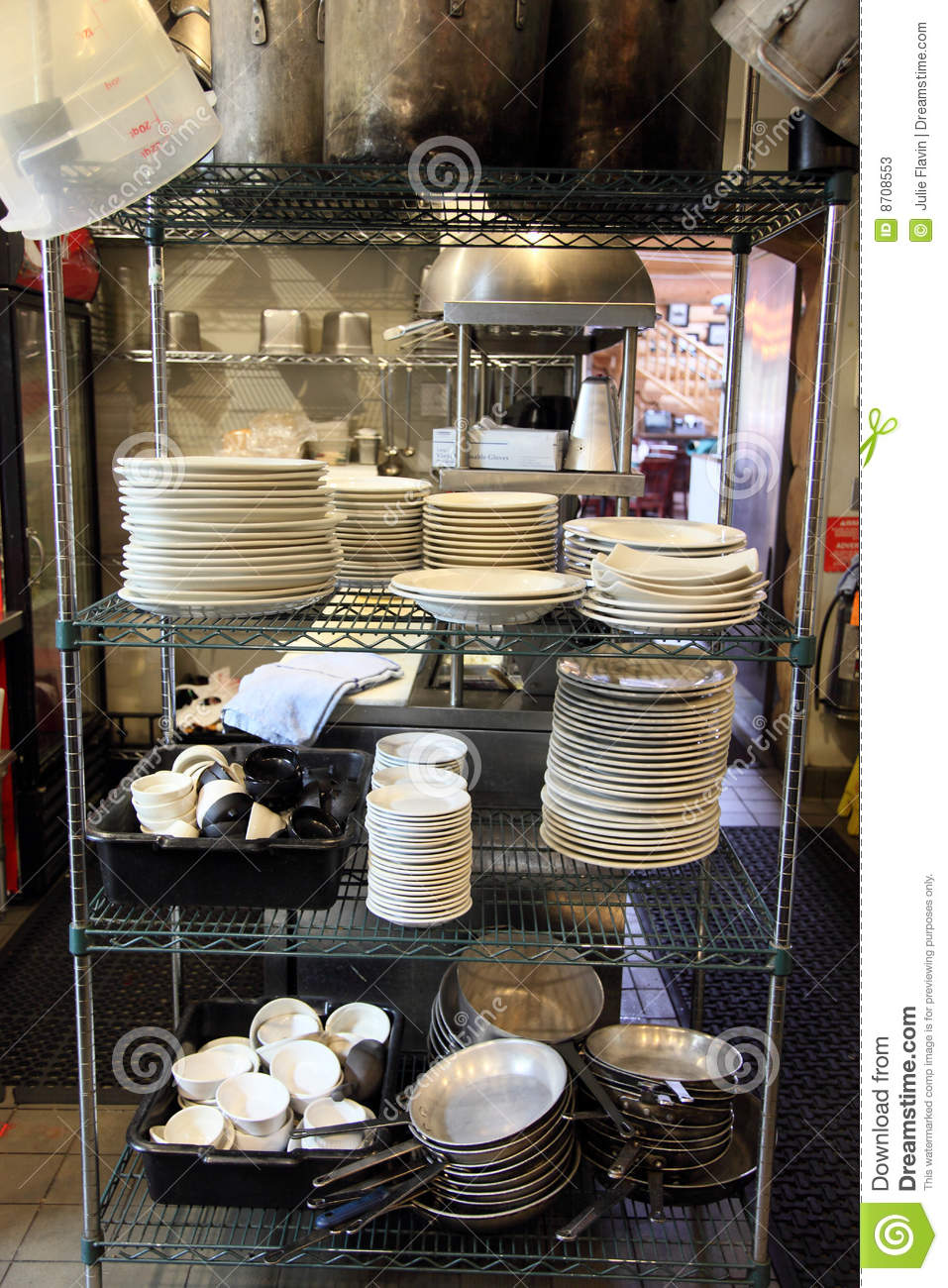 Restaurant kitchen dishwasher area stock photos image for Equipement de restaurant usage